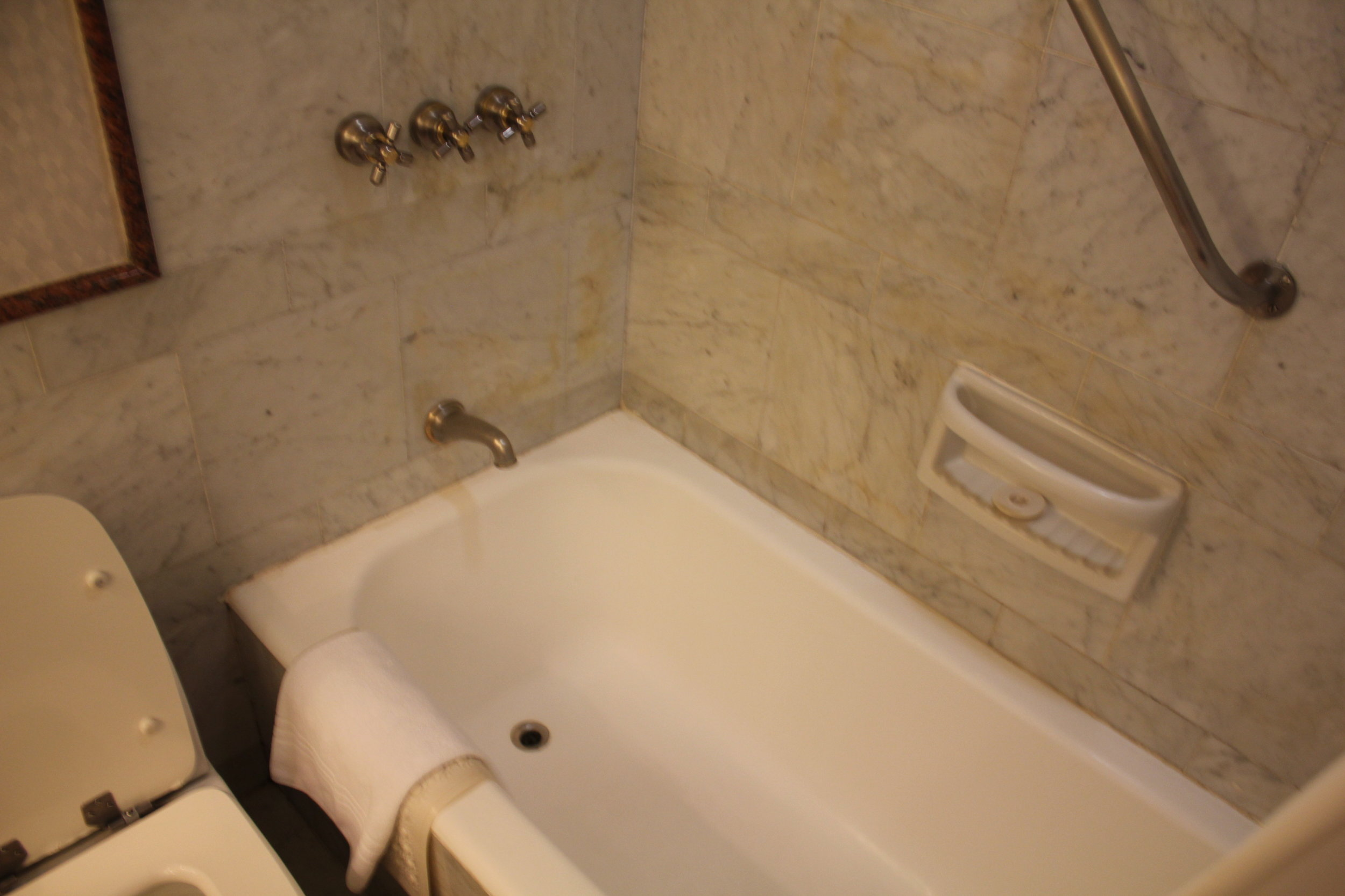 Sheraton Buenos Aires – Bathtub and shower