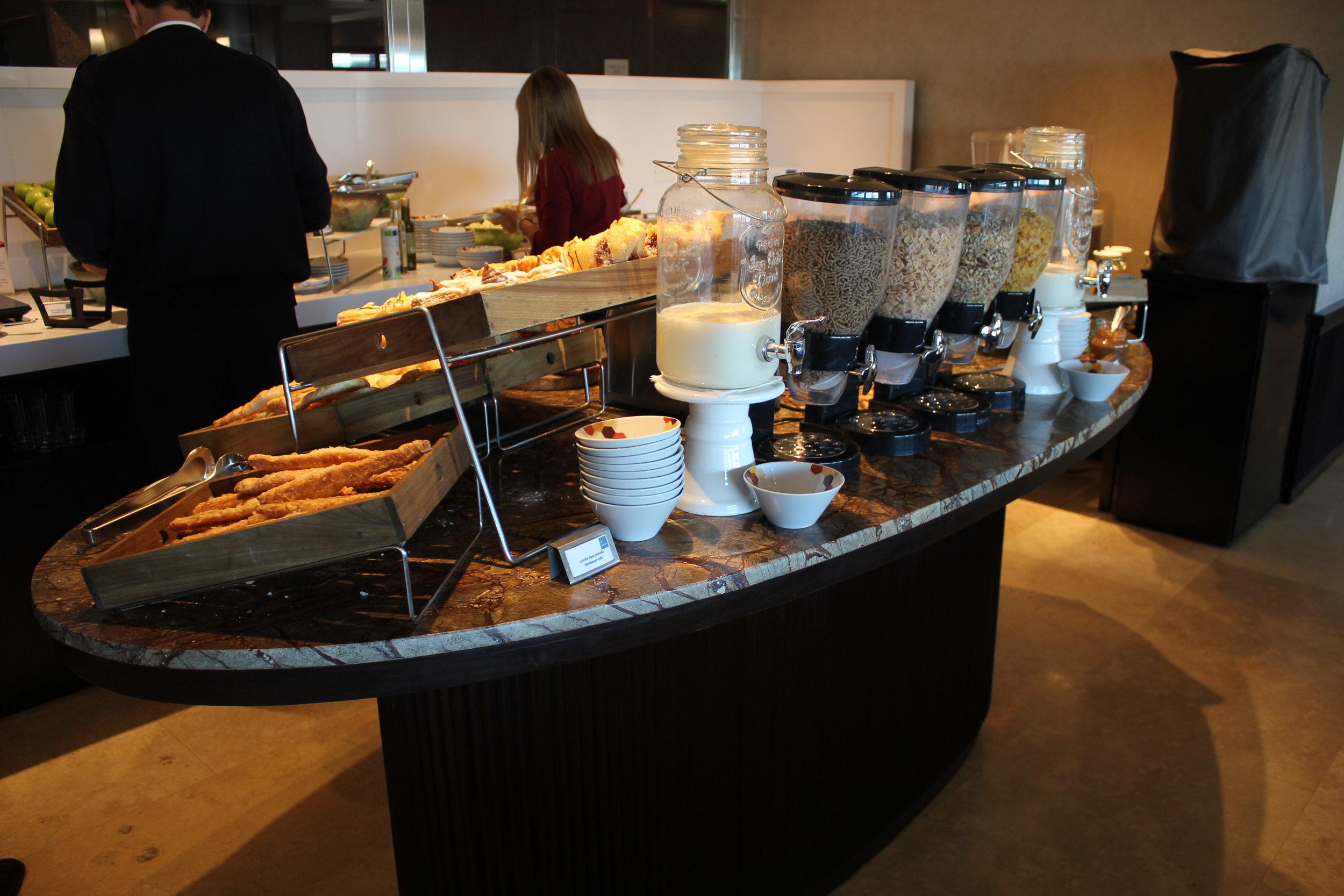 Sheraton Buenos Aires – Sheraton Club buffet area