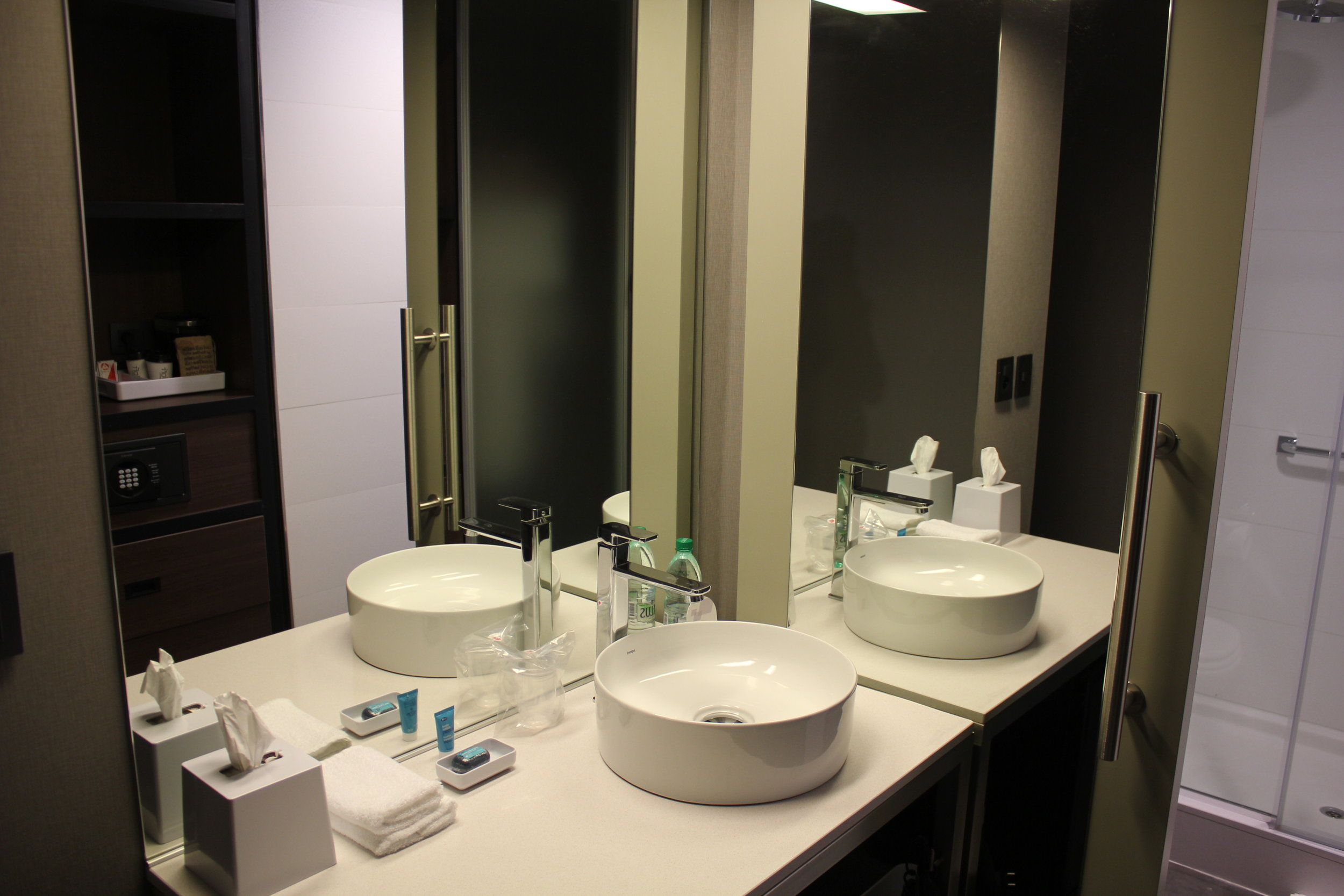 Aloft Montevideo – Sink and mirrors