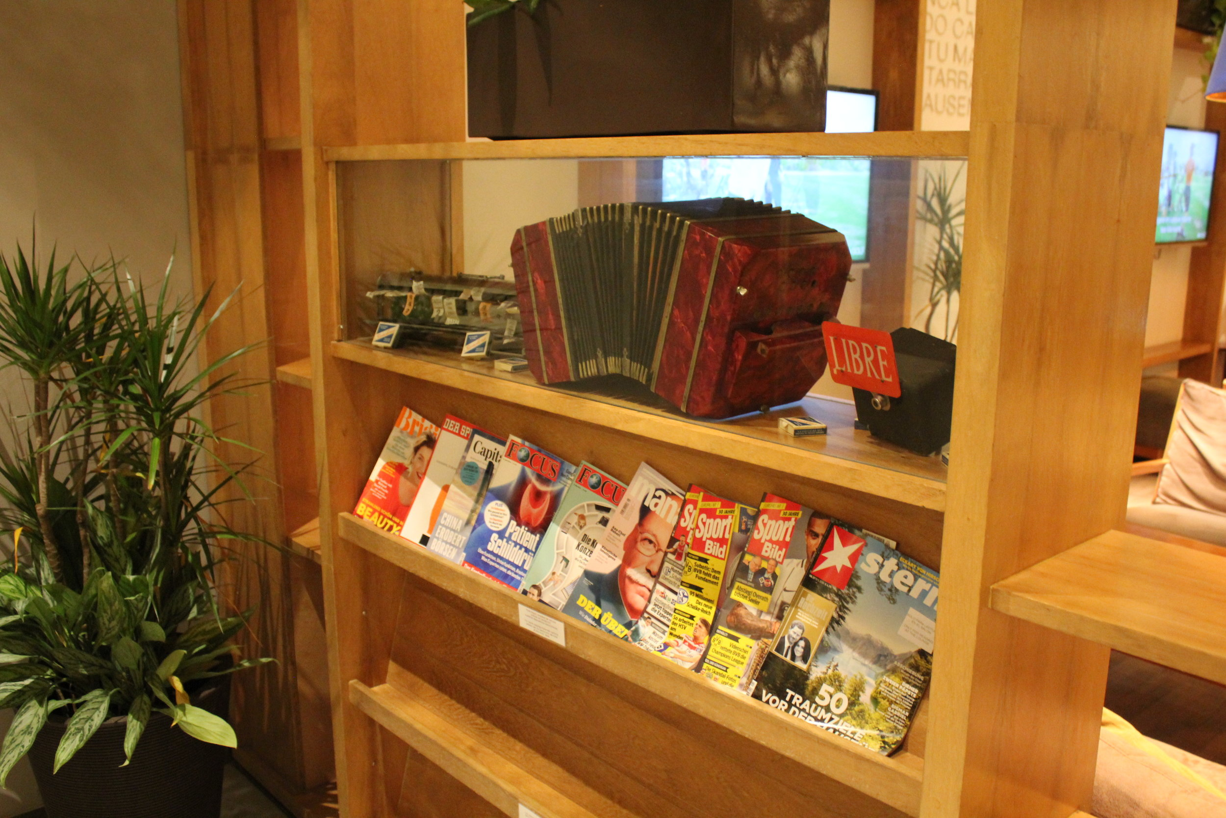 Star Alliance Lounge Buenos Aires – Reading material