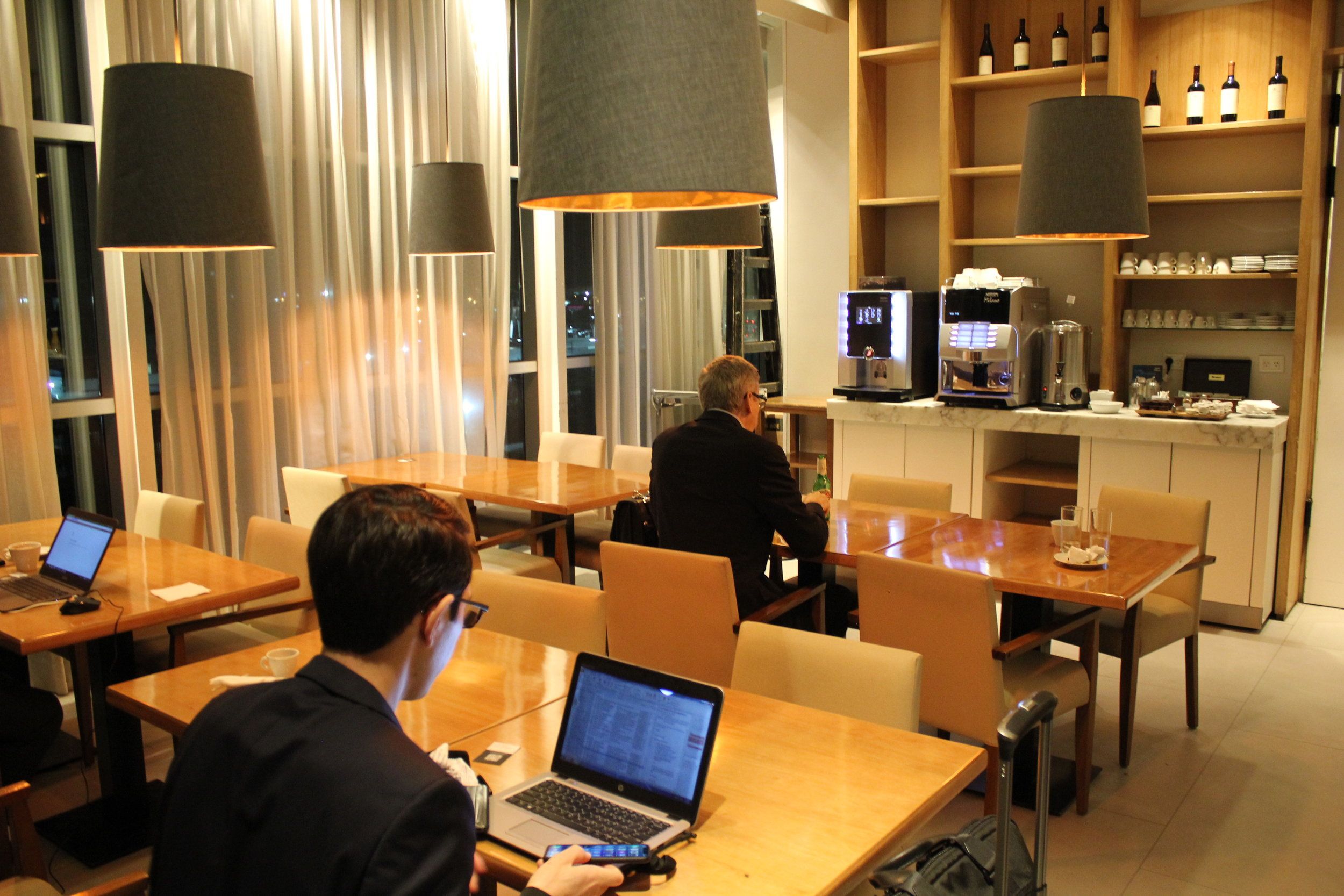 Star Alliance Lounge Buenos Aires – Dining tables
