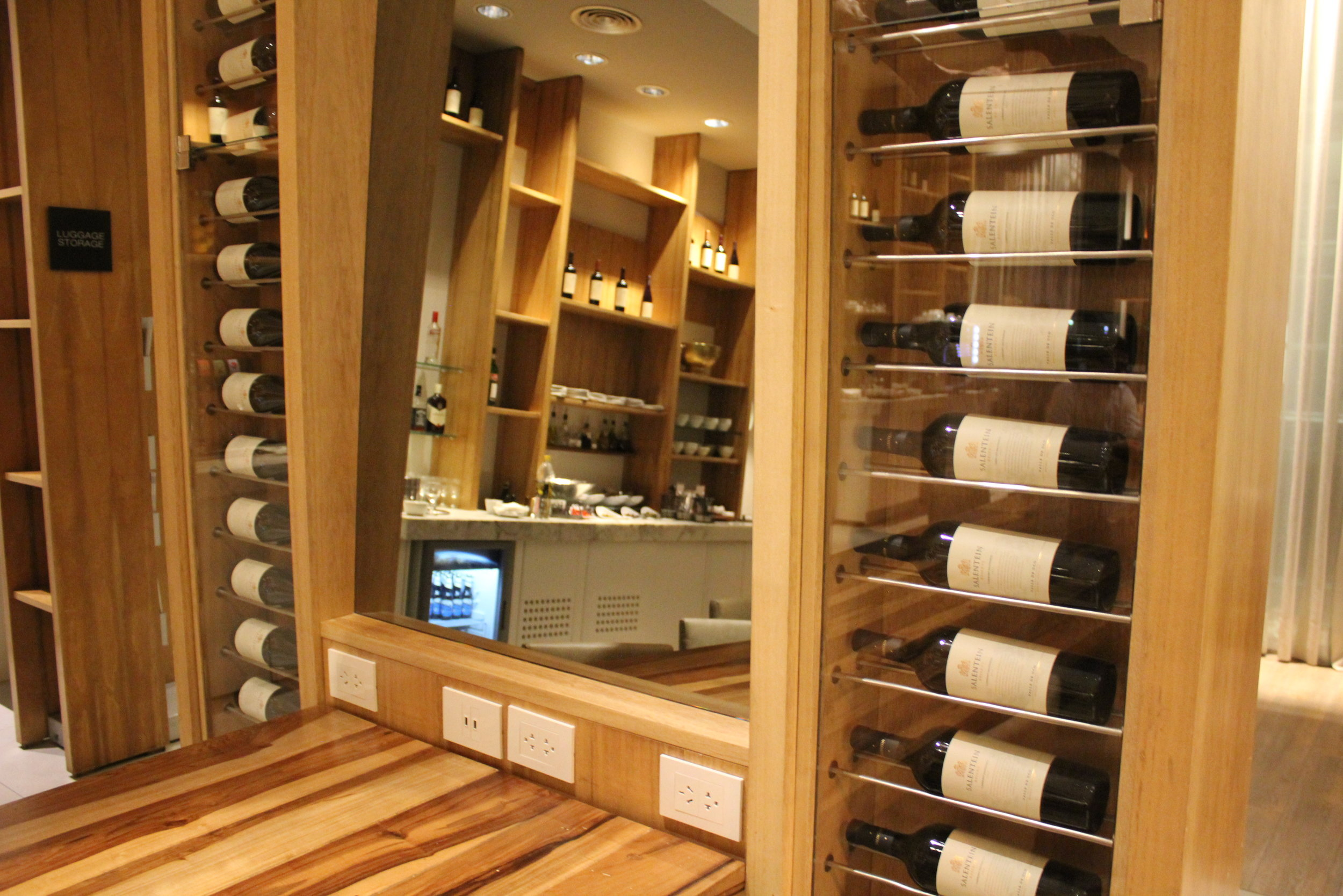 Star Alliance Lounge Buenos Aires – Wine display