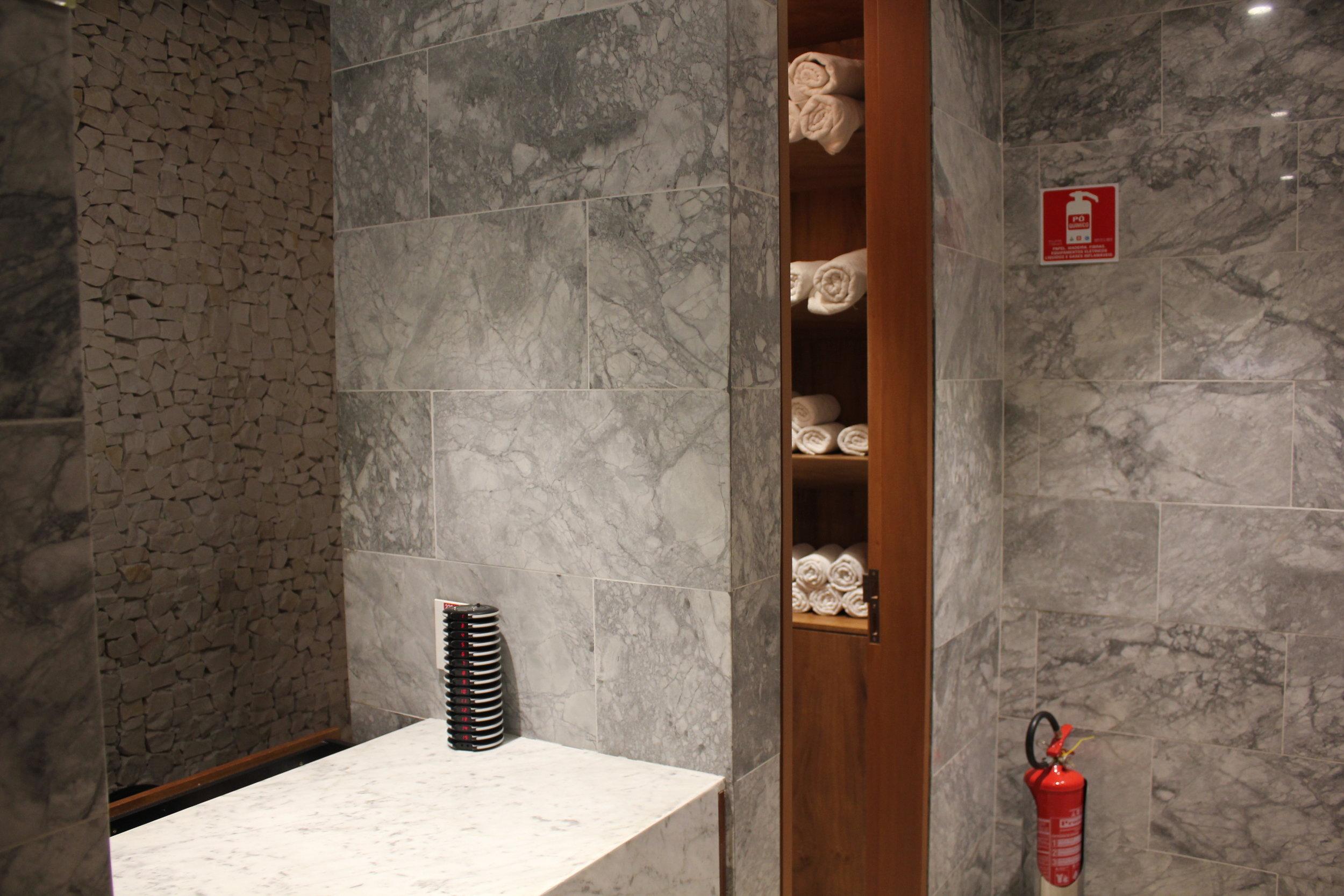 Star Alliance Lounge Rio de Janeiro – Shower attendant's desk