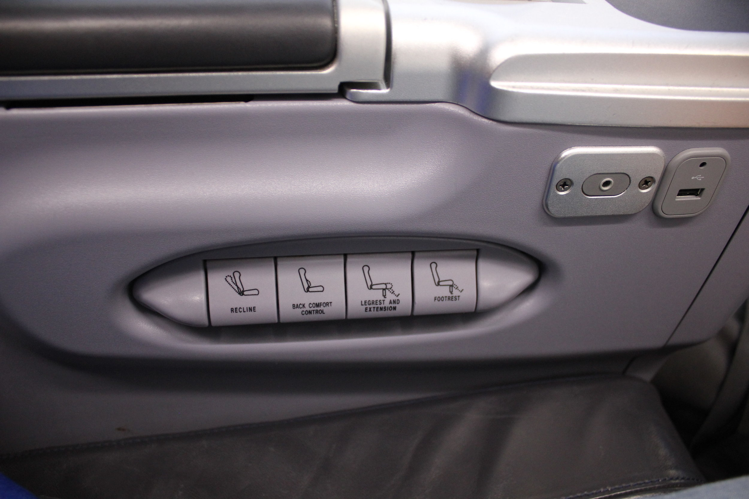 Copa Airlines business class – Seat controls