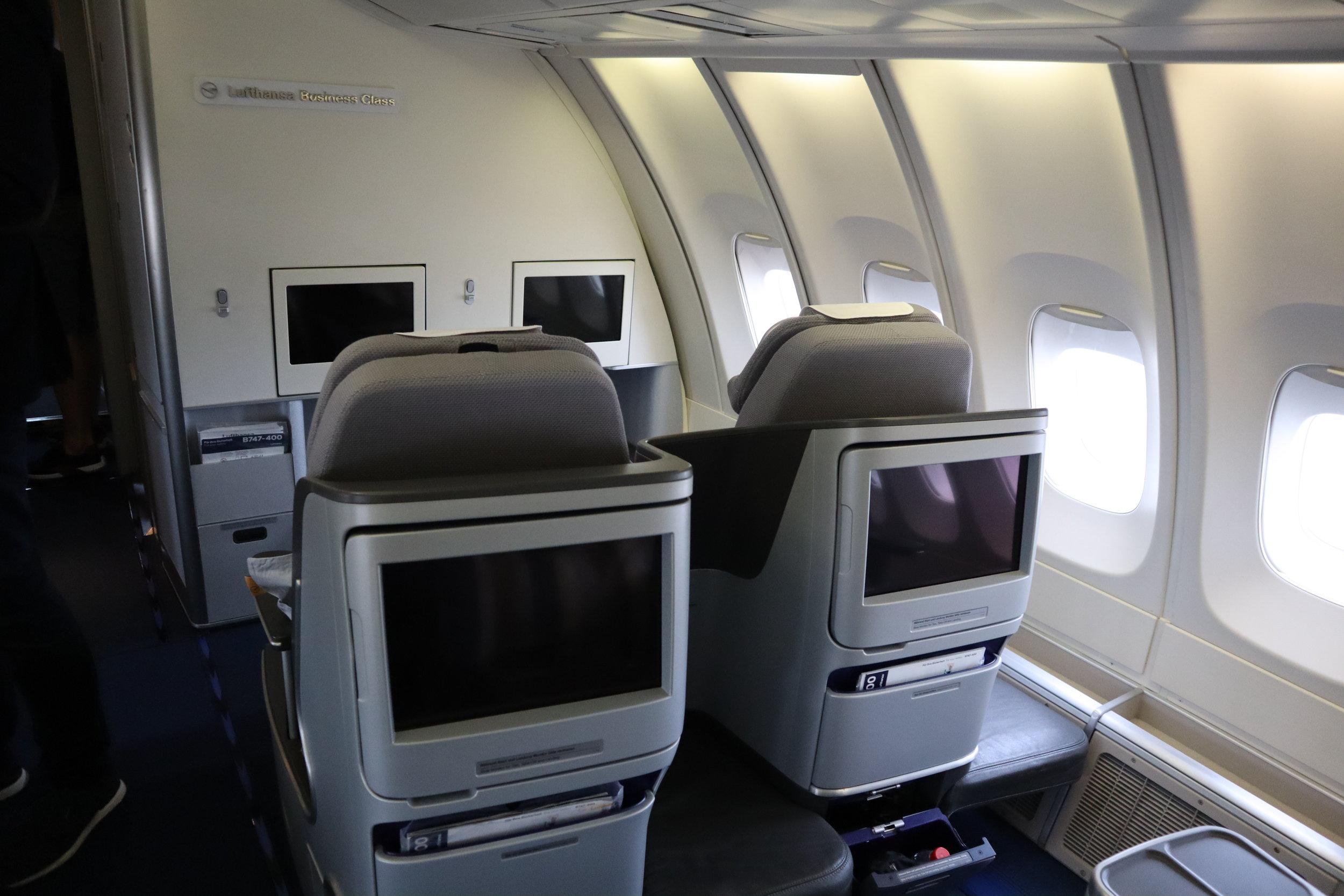 Lufthansa 747-400 business class – Upper deck cabin