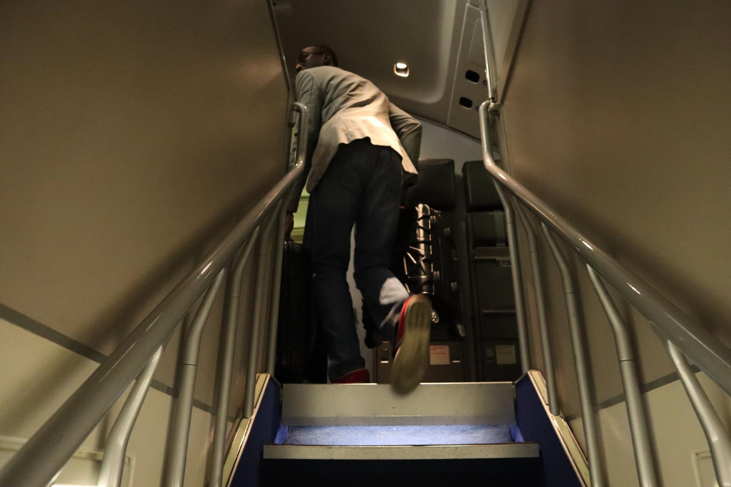 Lufthansa 747-400 business class – Stairway to upper deck