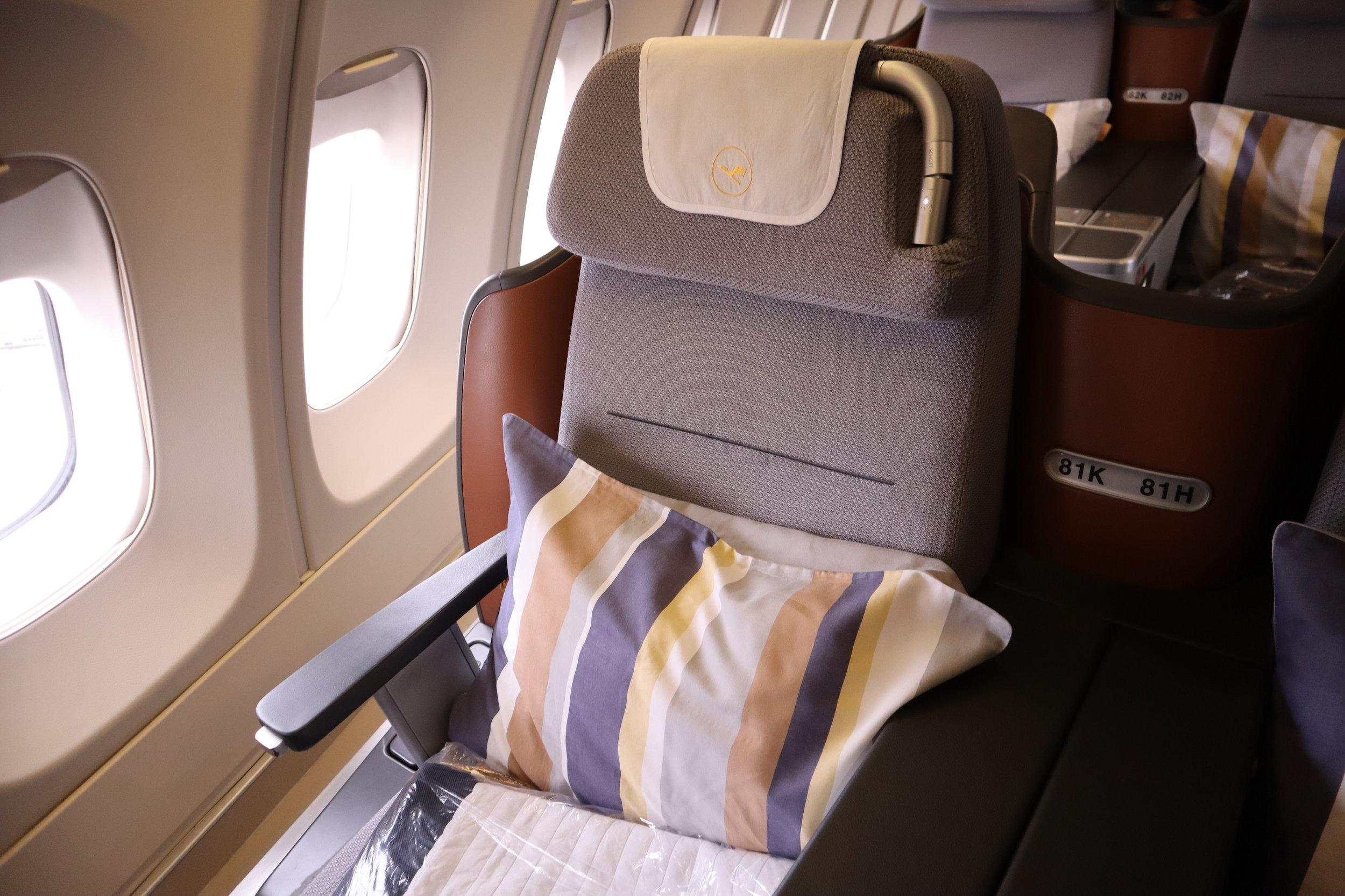 Lufthansa 747-400 business class – Seat 81K