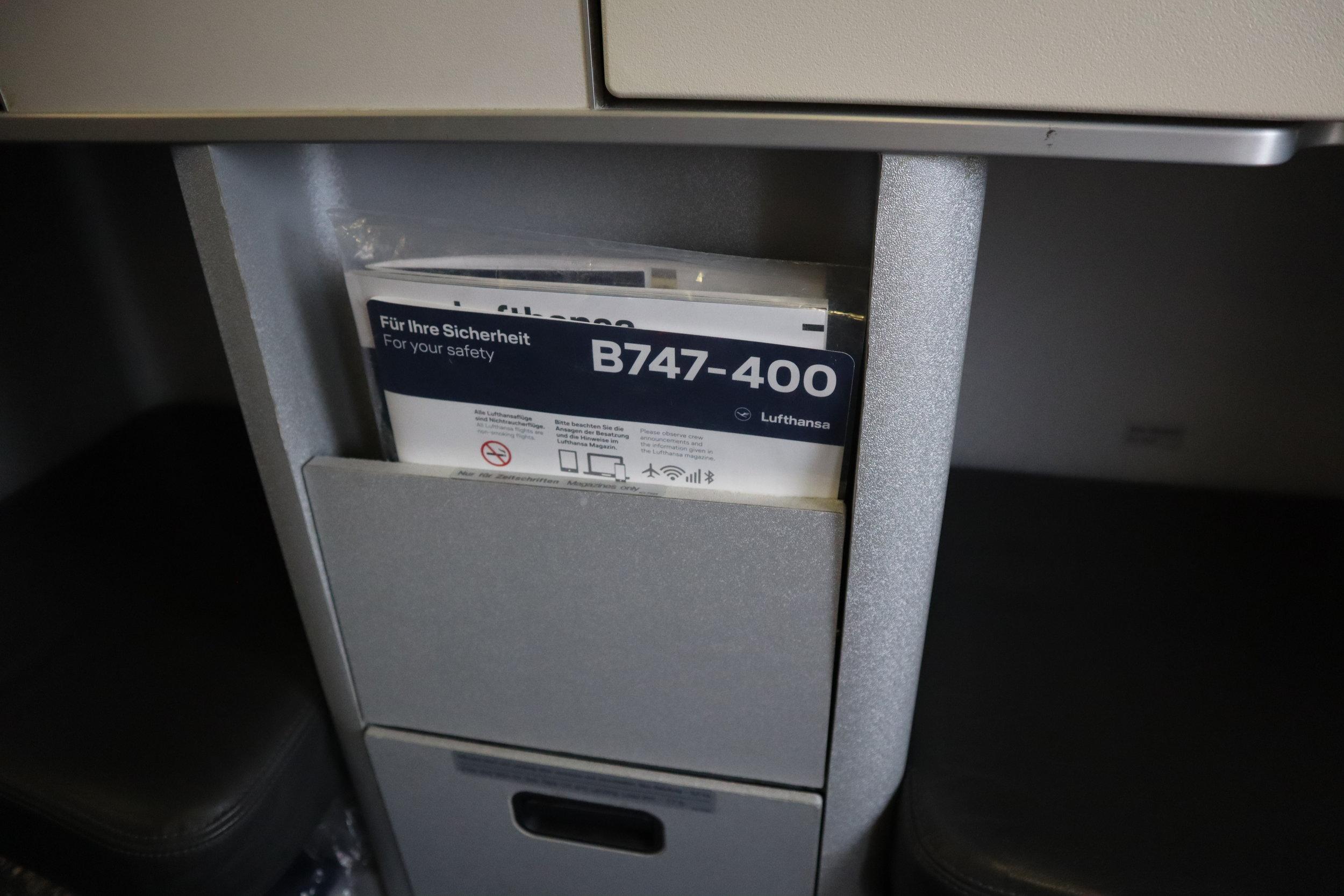 Lufthansa 747-400 business class – Literature pocket