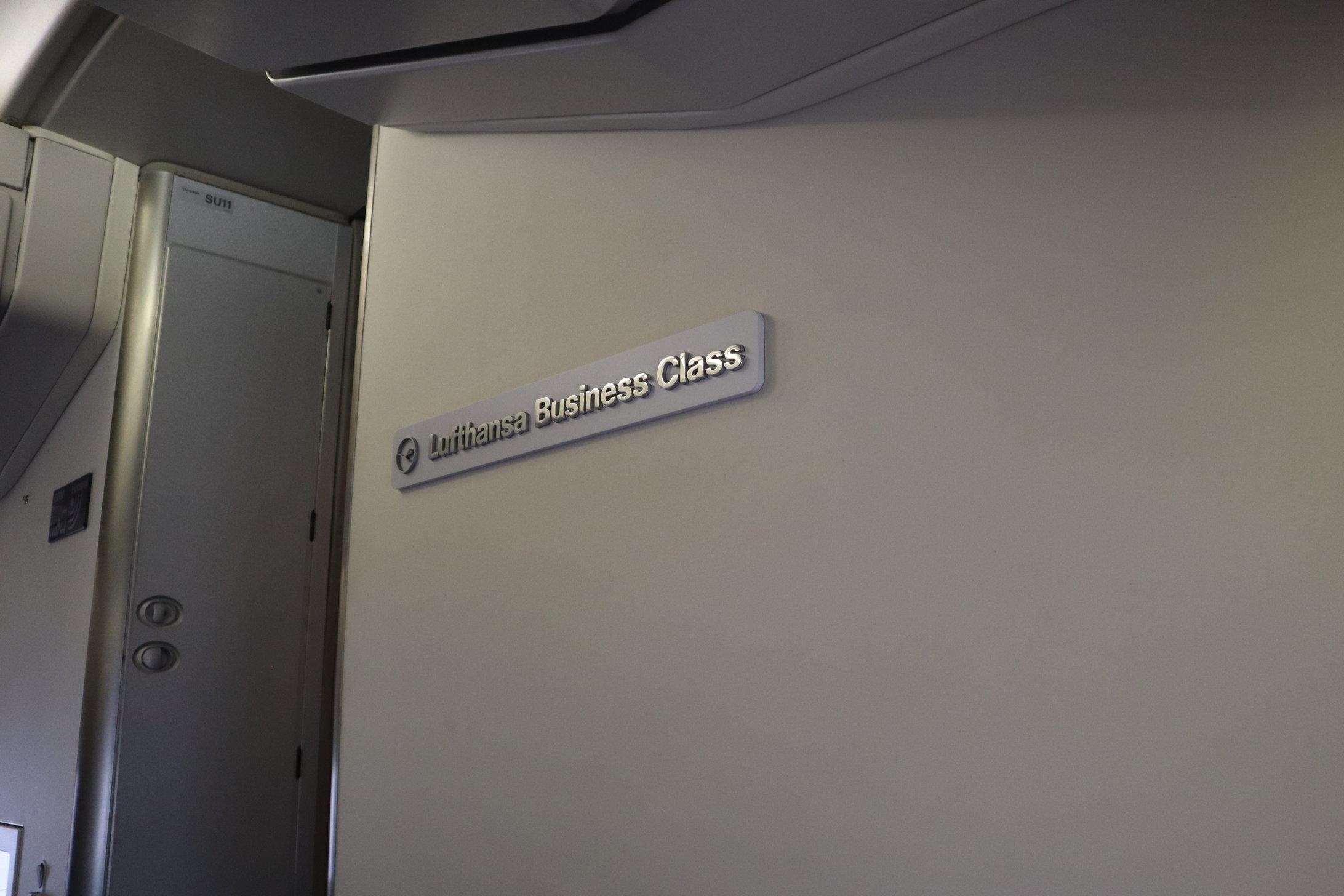 Lufthansa 747-400 business class – Bulkhead sign