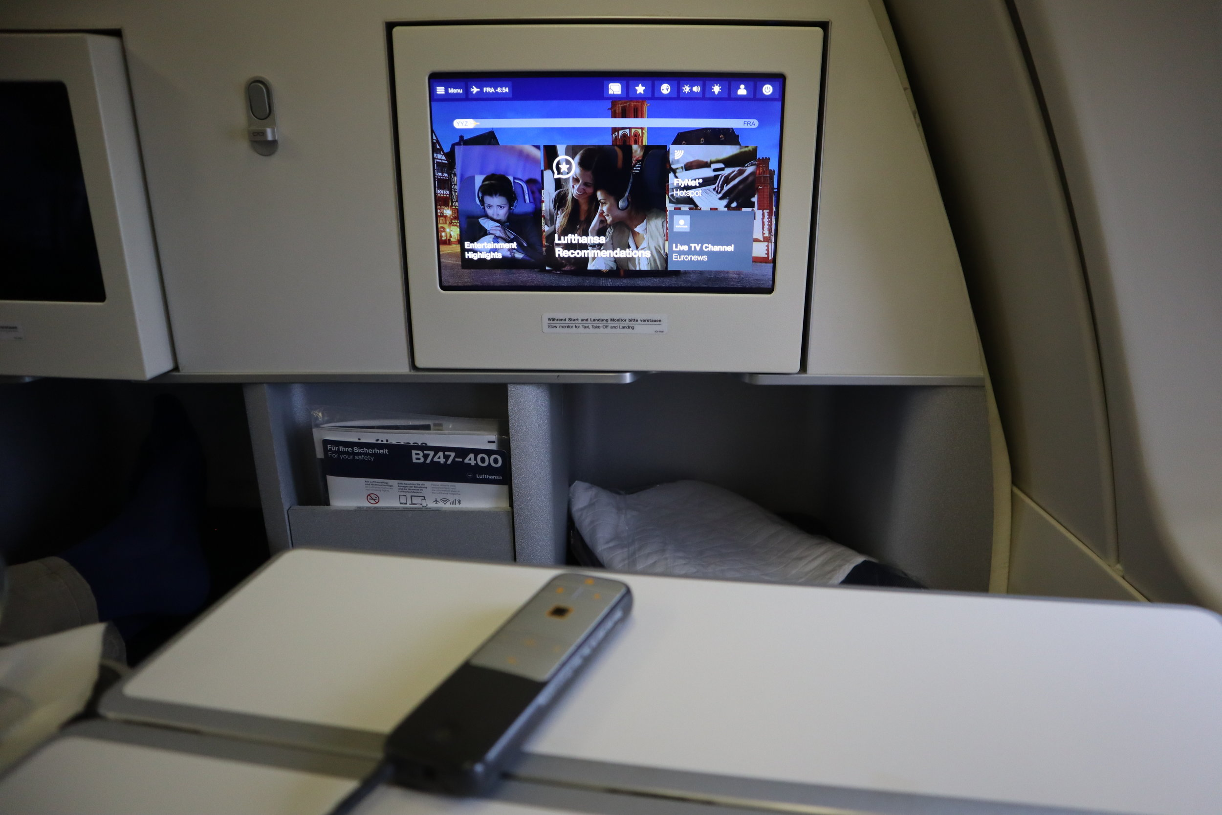 Lufthansa 747-400 business class – Entertainment system