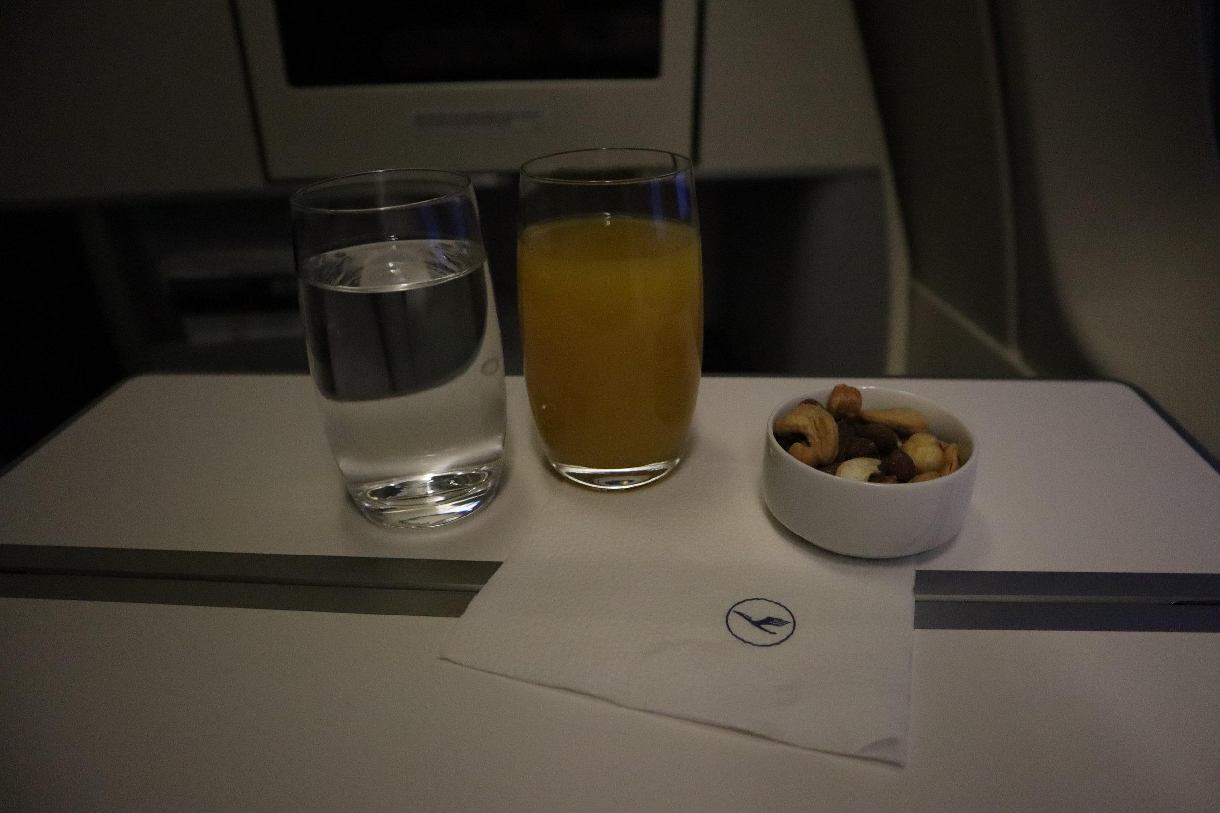 Lufthansa 747-400 business class – Orange juice