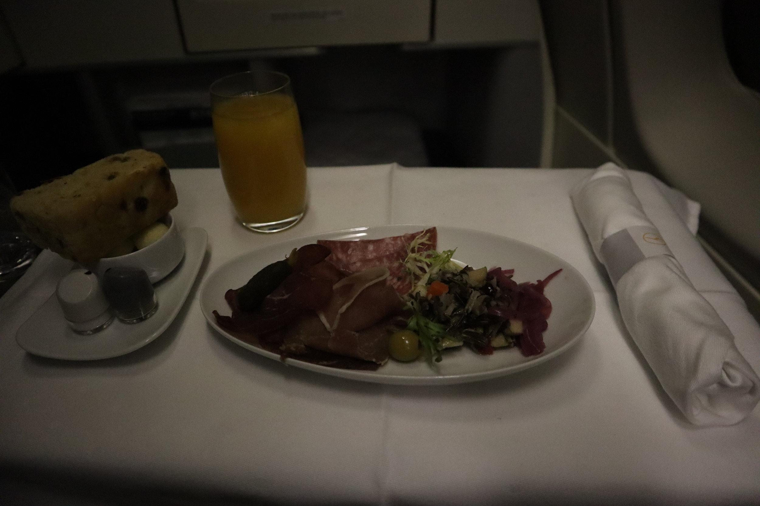 Lufthansa 747-400 business class – Charcuterie plate