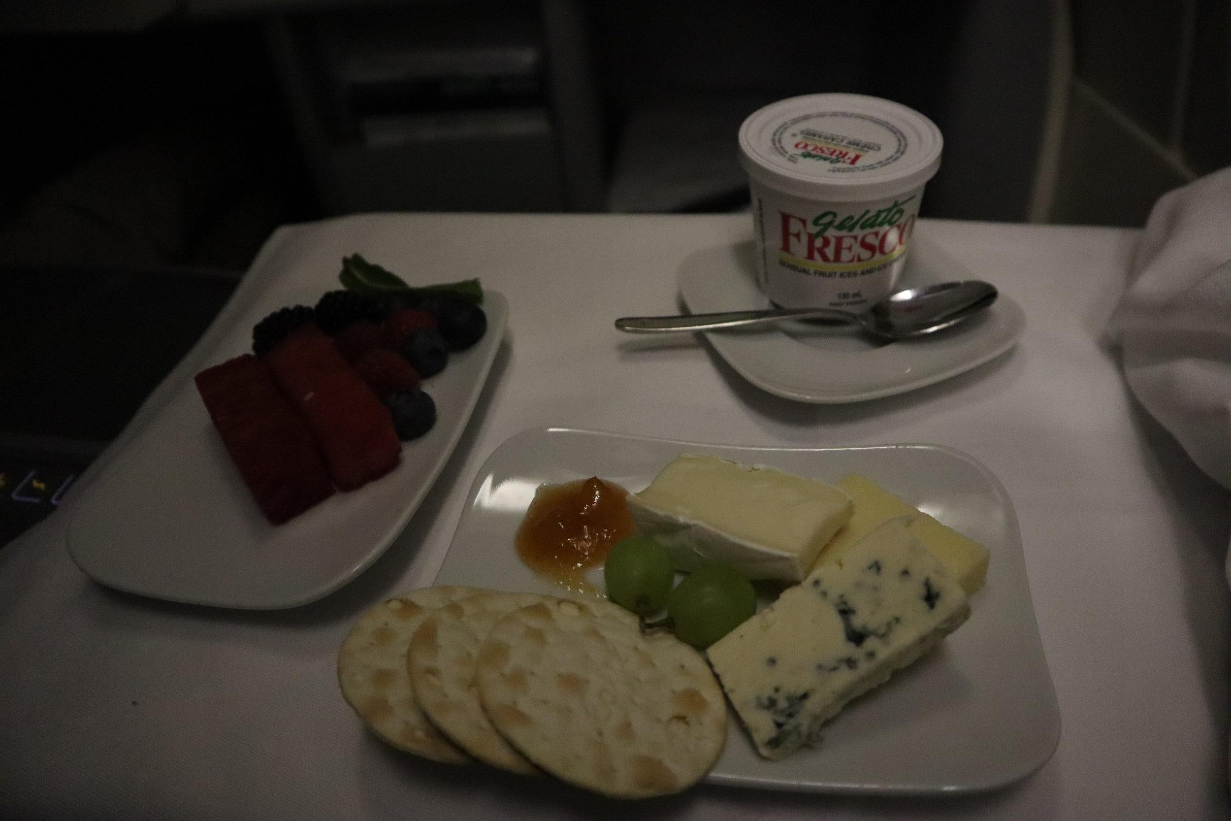 Lufthansa 747-400 business class – Cheese and dessert