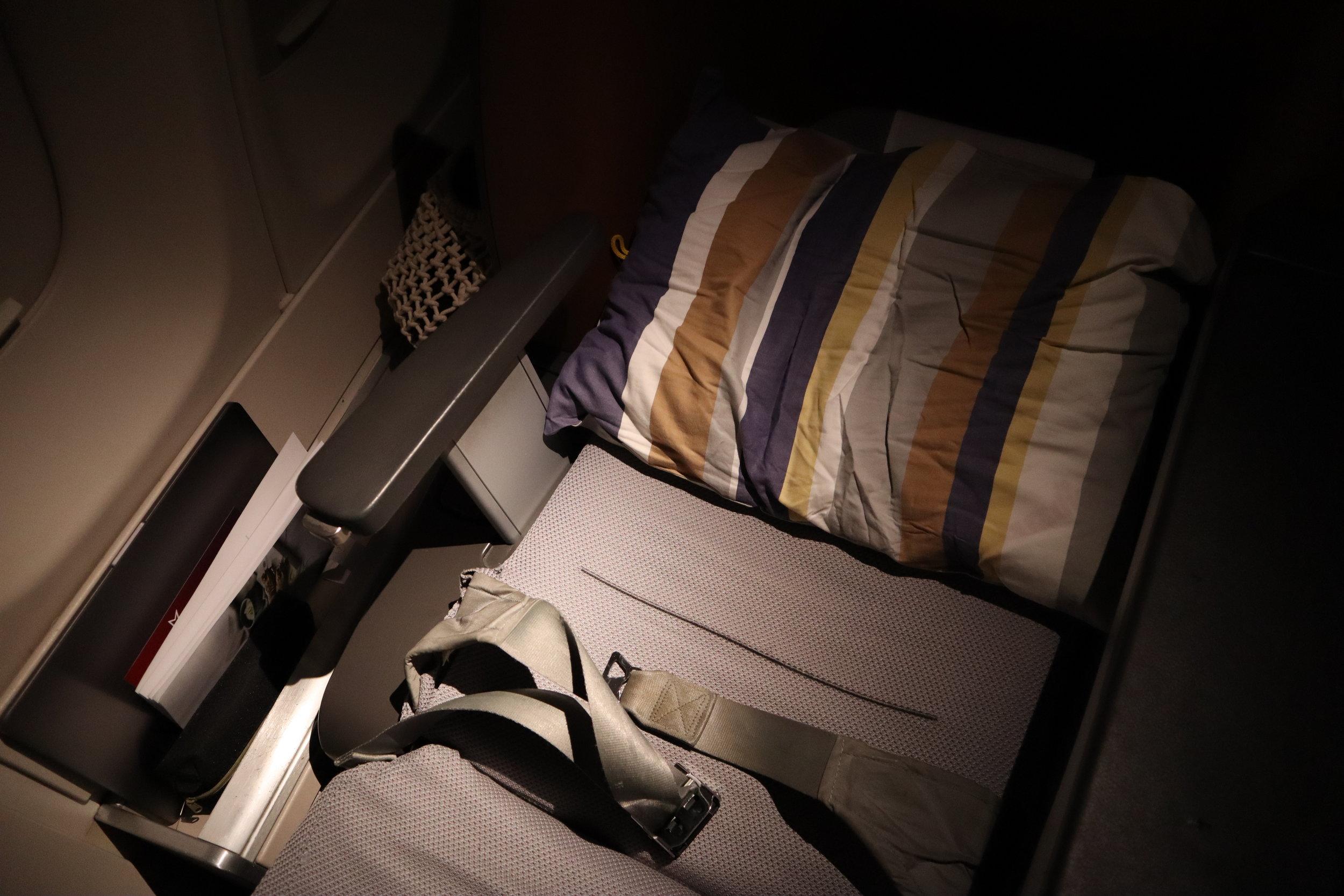 Lufthansa 747-400 business class – Bed