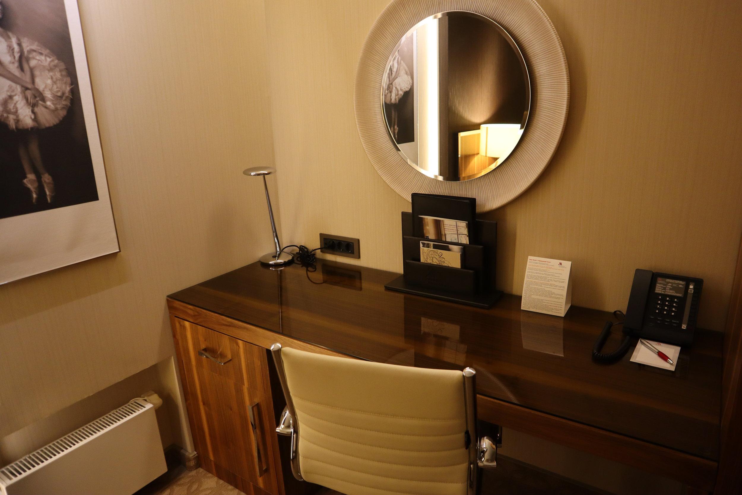 Marriott Novosibirsk – Junior suite desk
