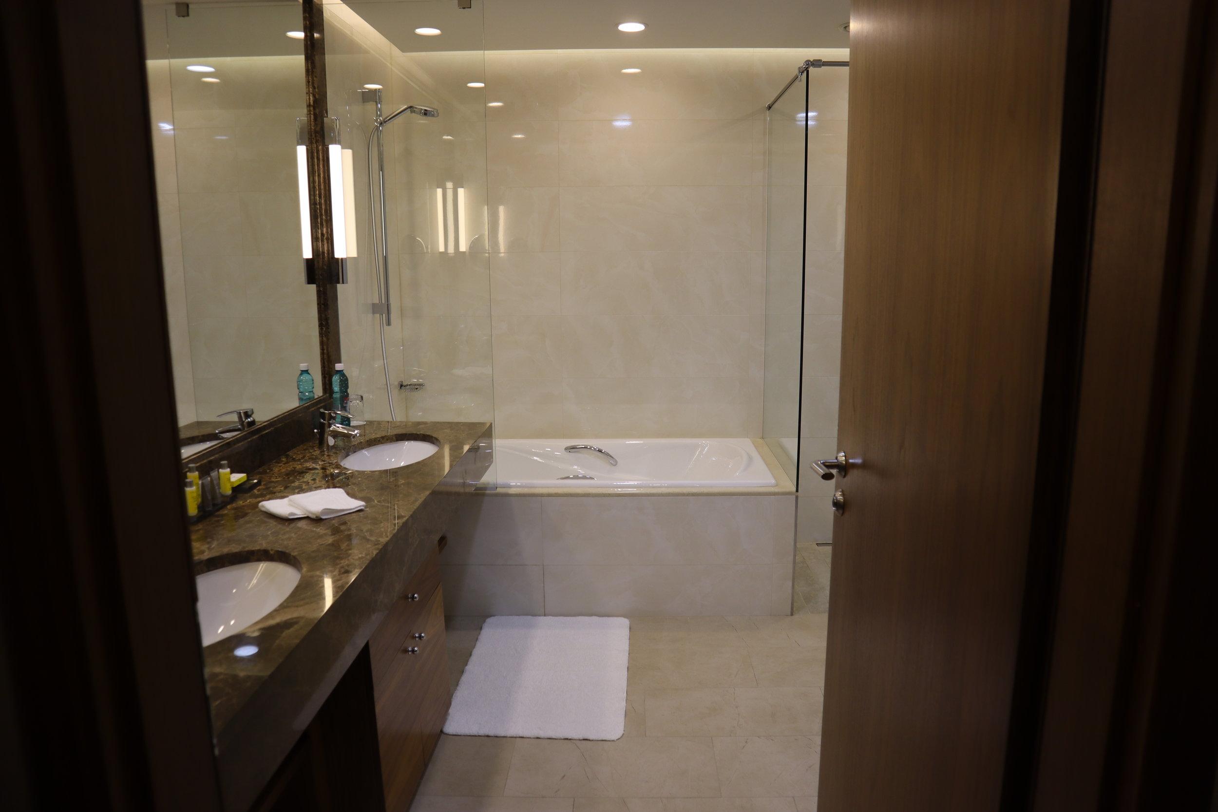 Marriott Novosibirsk – Junior suite bathroom