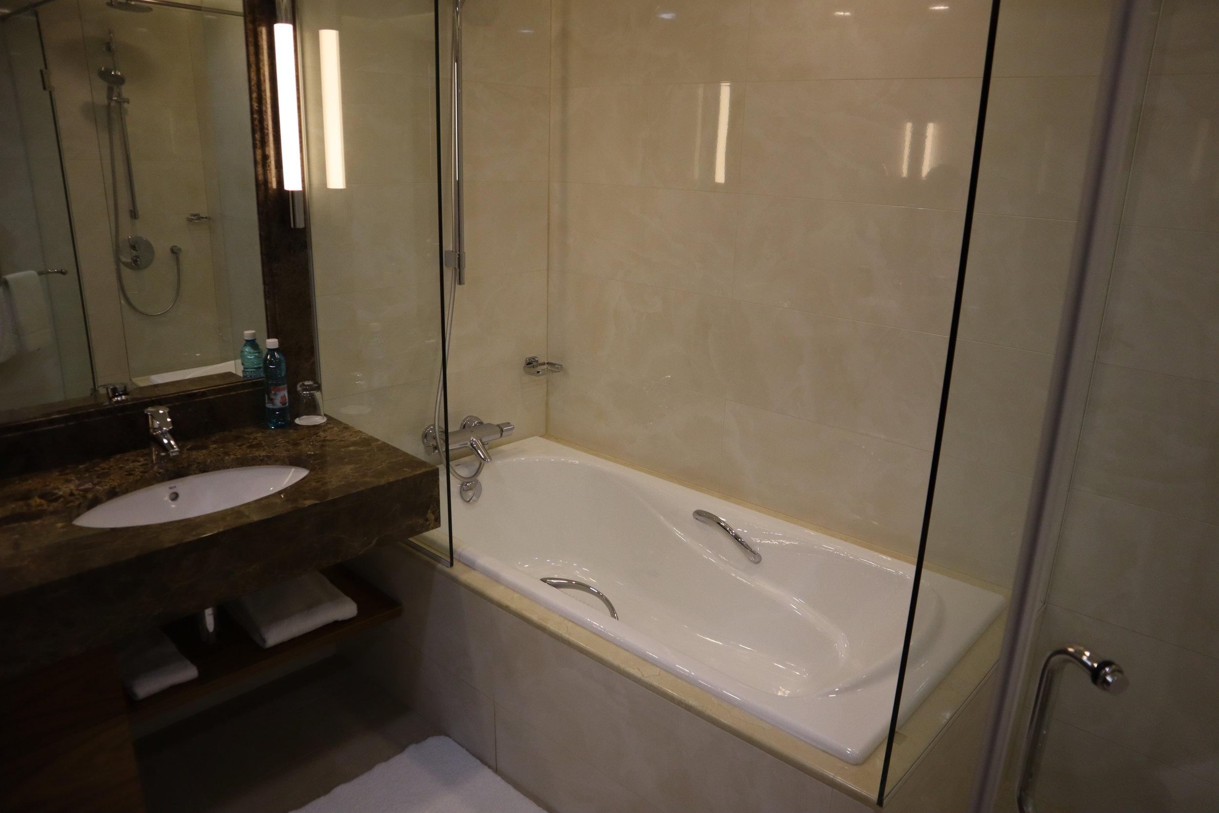 Marriott Novosibirsk – Bathtub