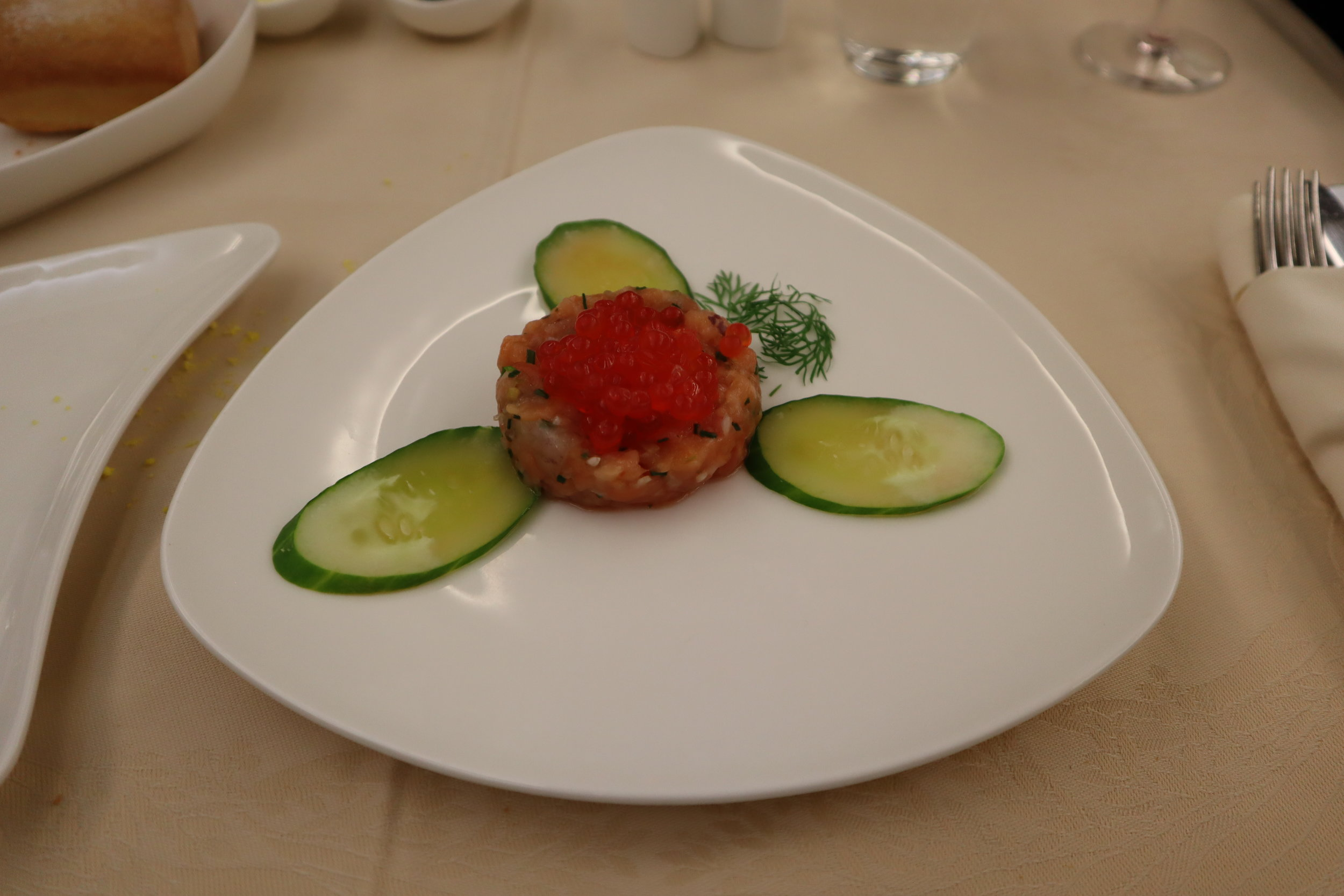 Asiana Airlines First Class – Salmon tartare with salmon roe