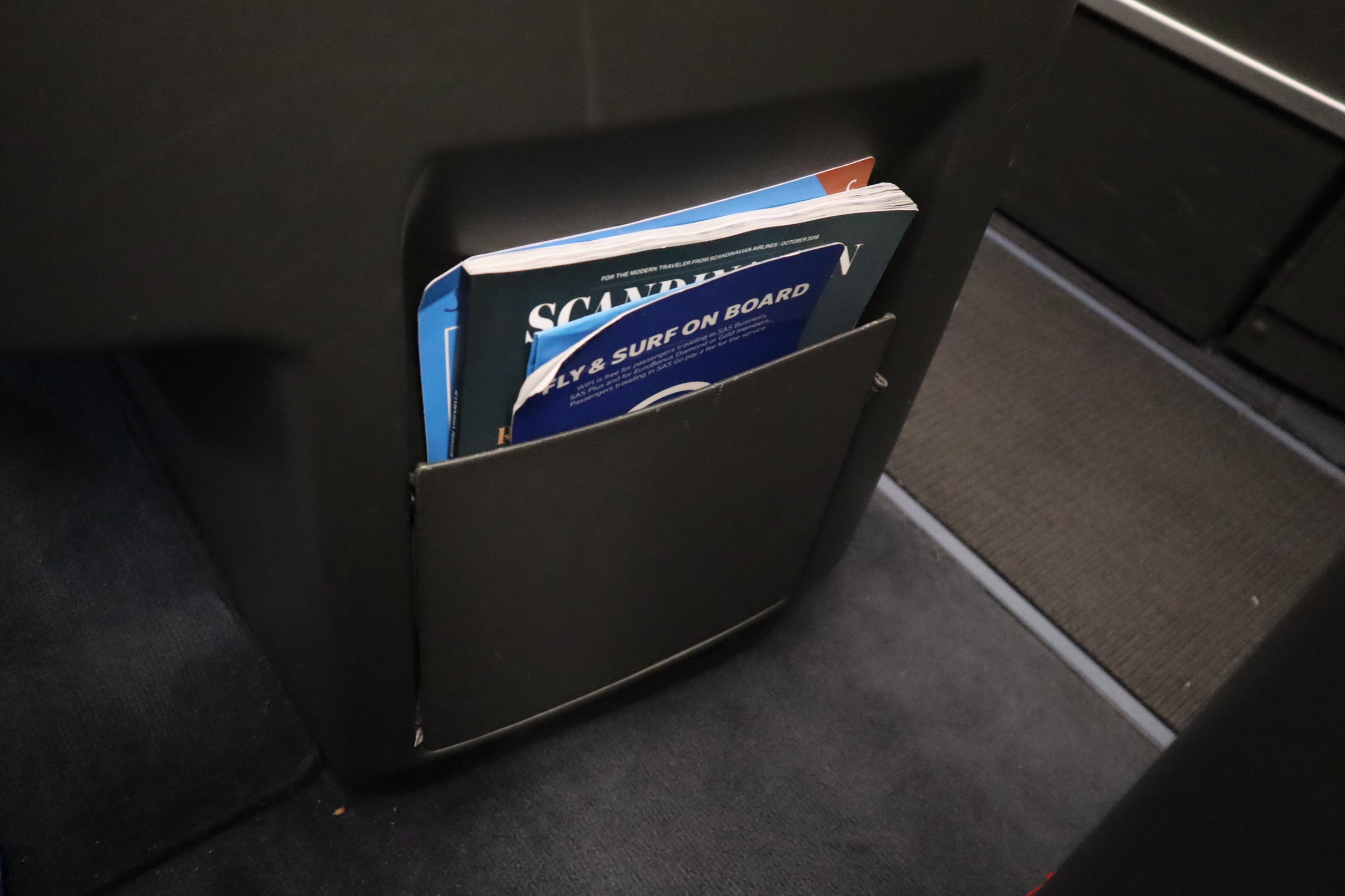SAS business class – Larger literature pocket