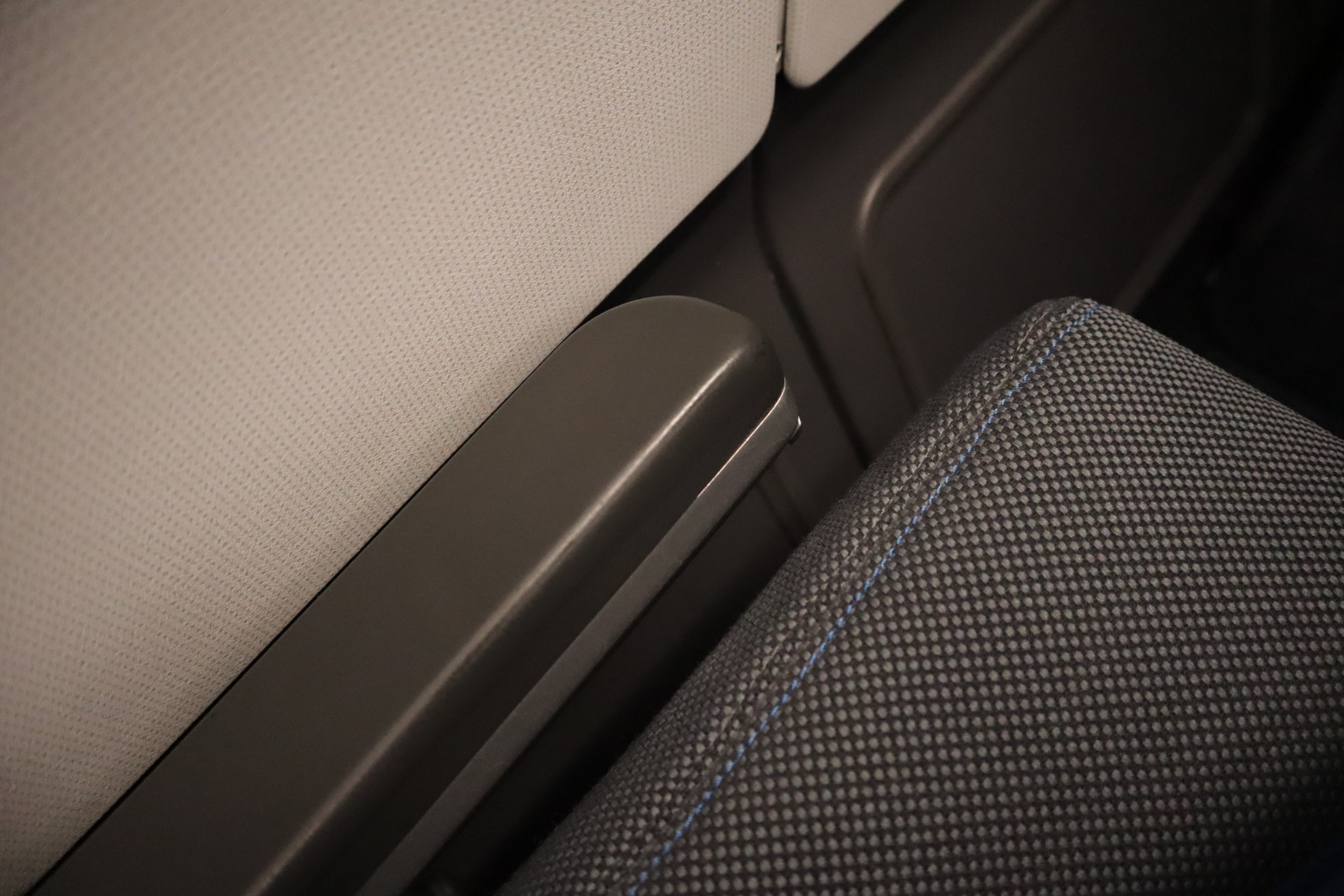 SAS business class – Lowered armrest