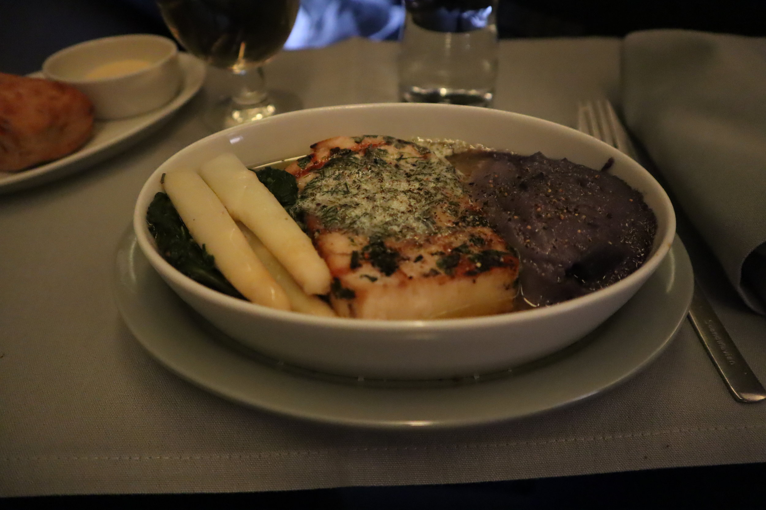 SAS business class – Grilled swordfish with purple mashed potato