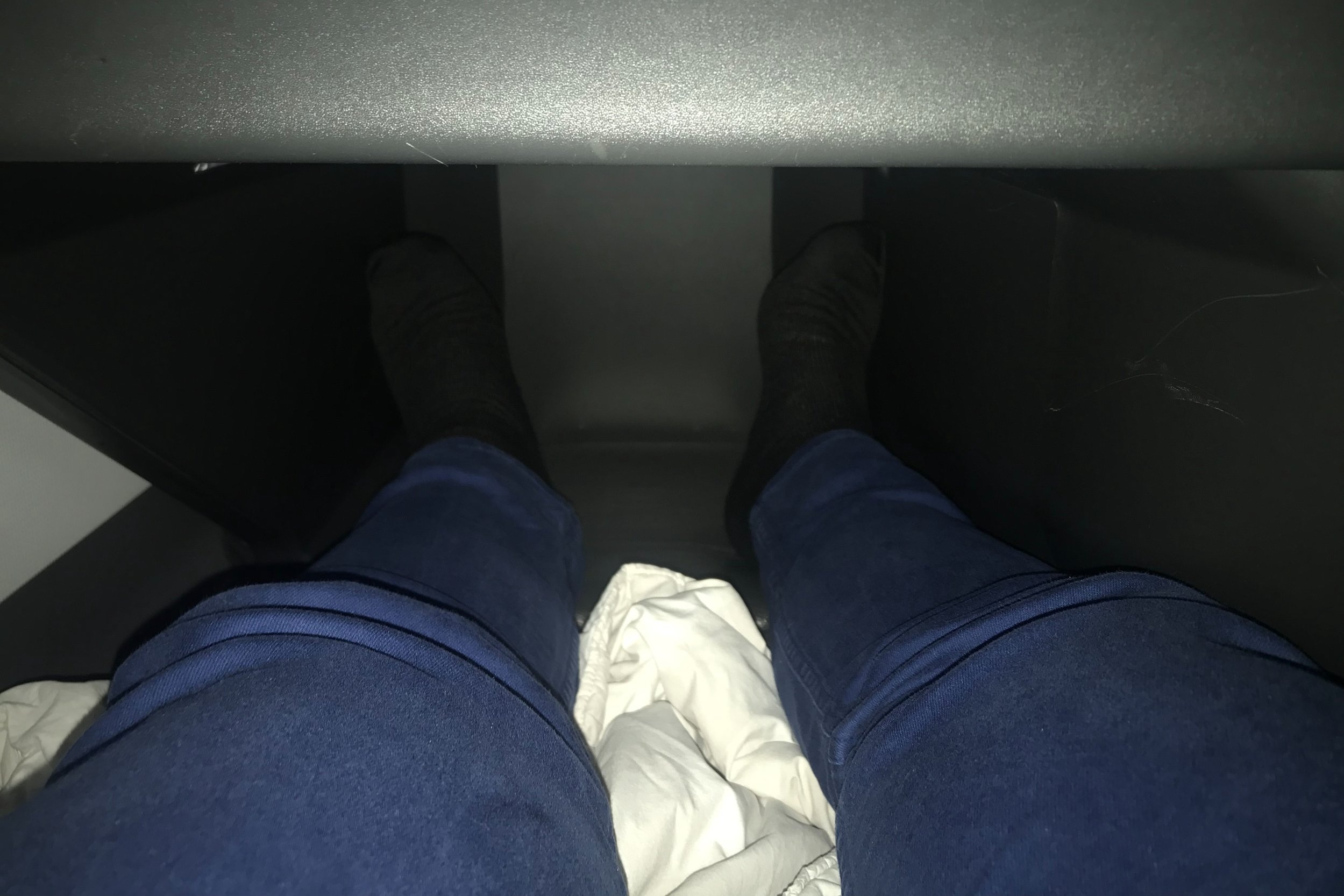 SAS business class – Footwell space