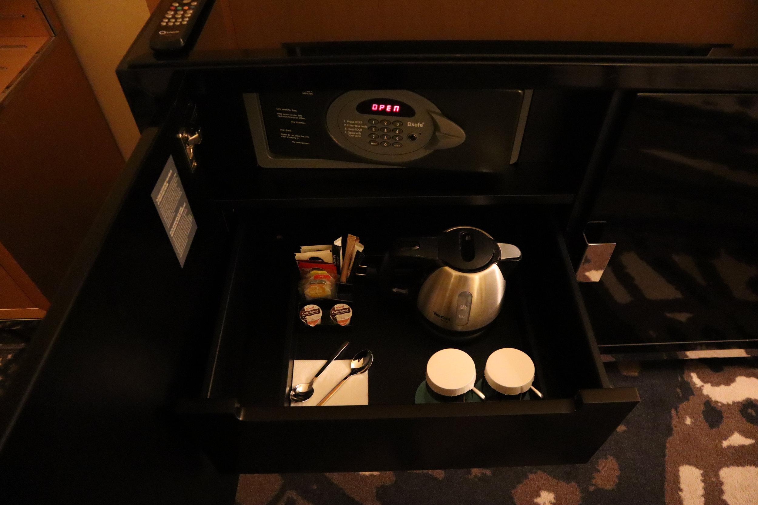 Le Méridien Munich – Minibar and coffee & tea kit