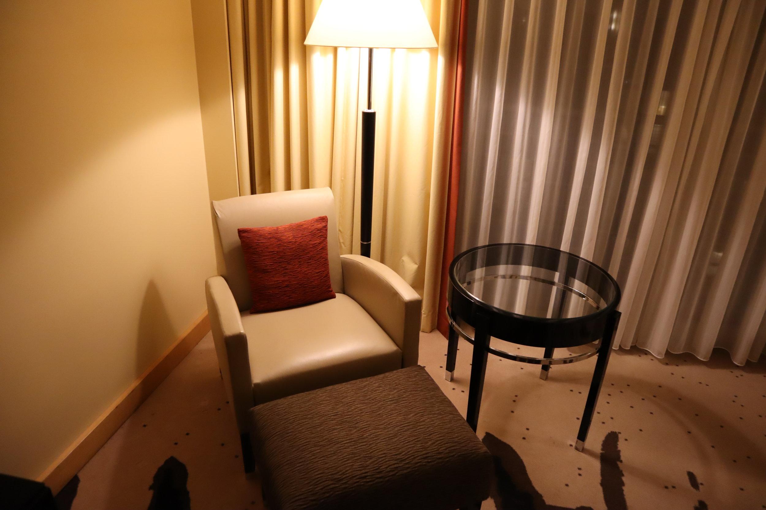 Le Méridien Munich – Chair and ottoman