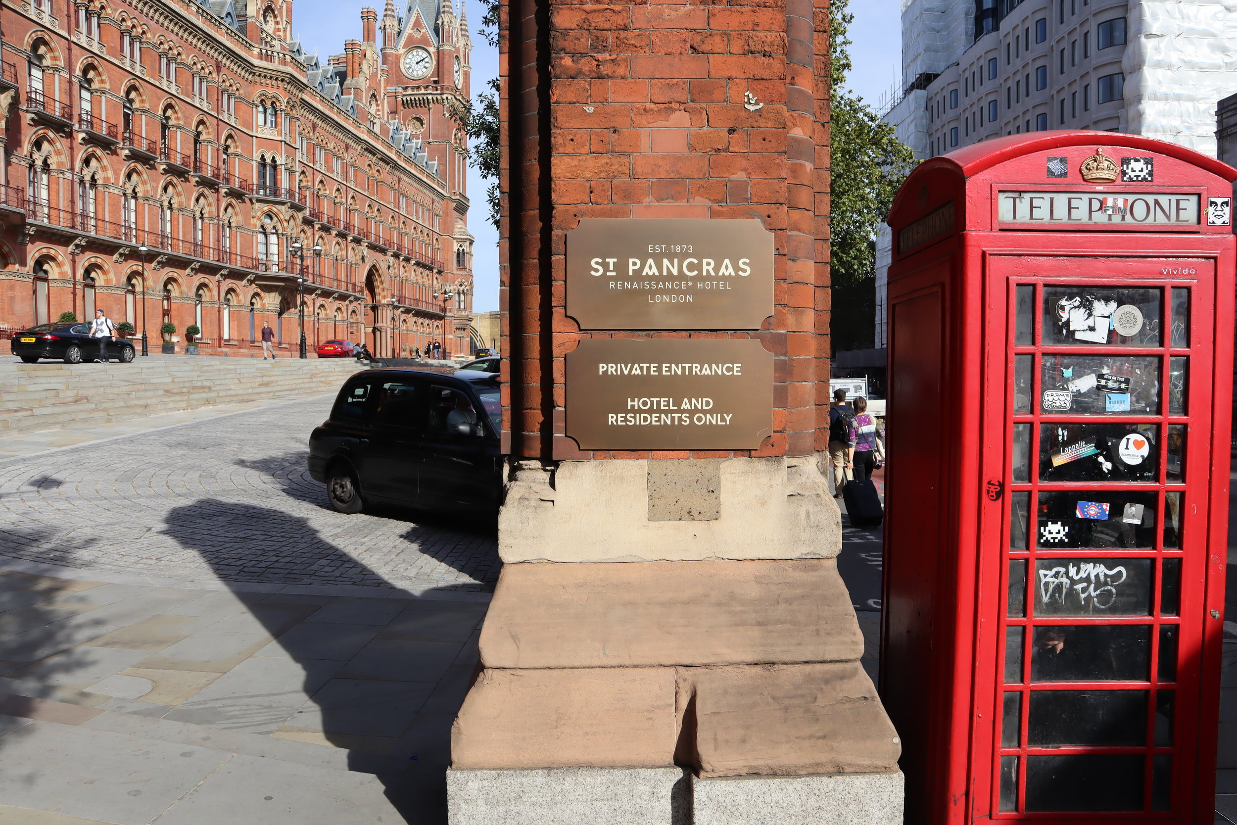St. Pancras Renaissance Hotel London – Entrance sign