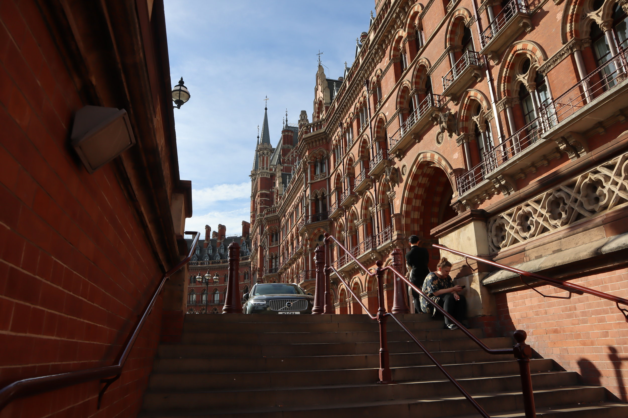 St. Pancras Renaissance Hotel London – Steps from tube station