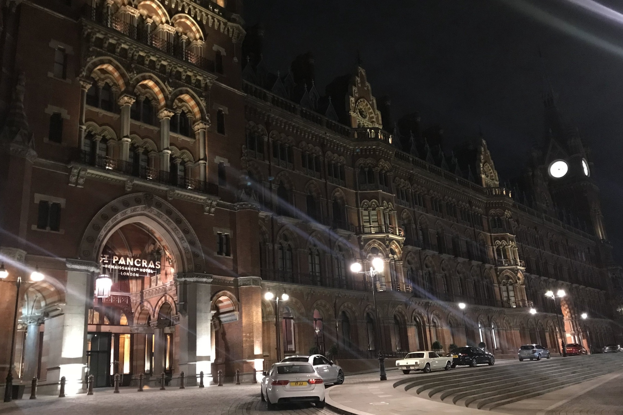 St. Pancras Renaissance Hotel London – Exterior by night