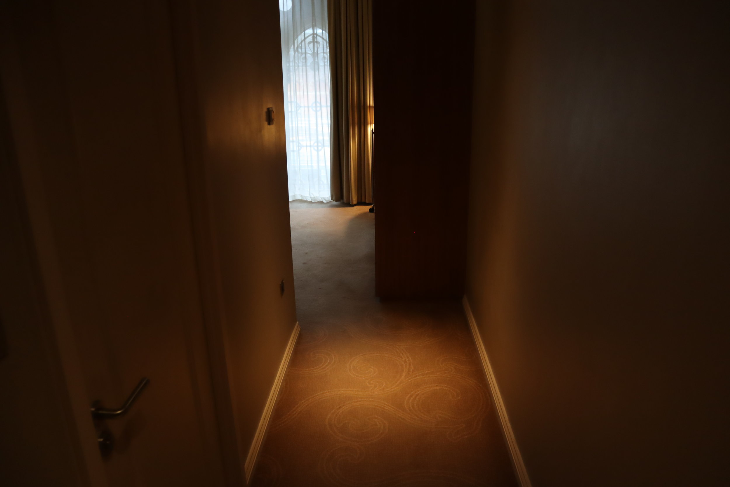St. Pancras Renaissance Hotel London – Larger Barlow room hallway