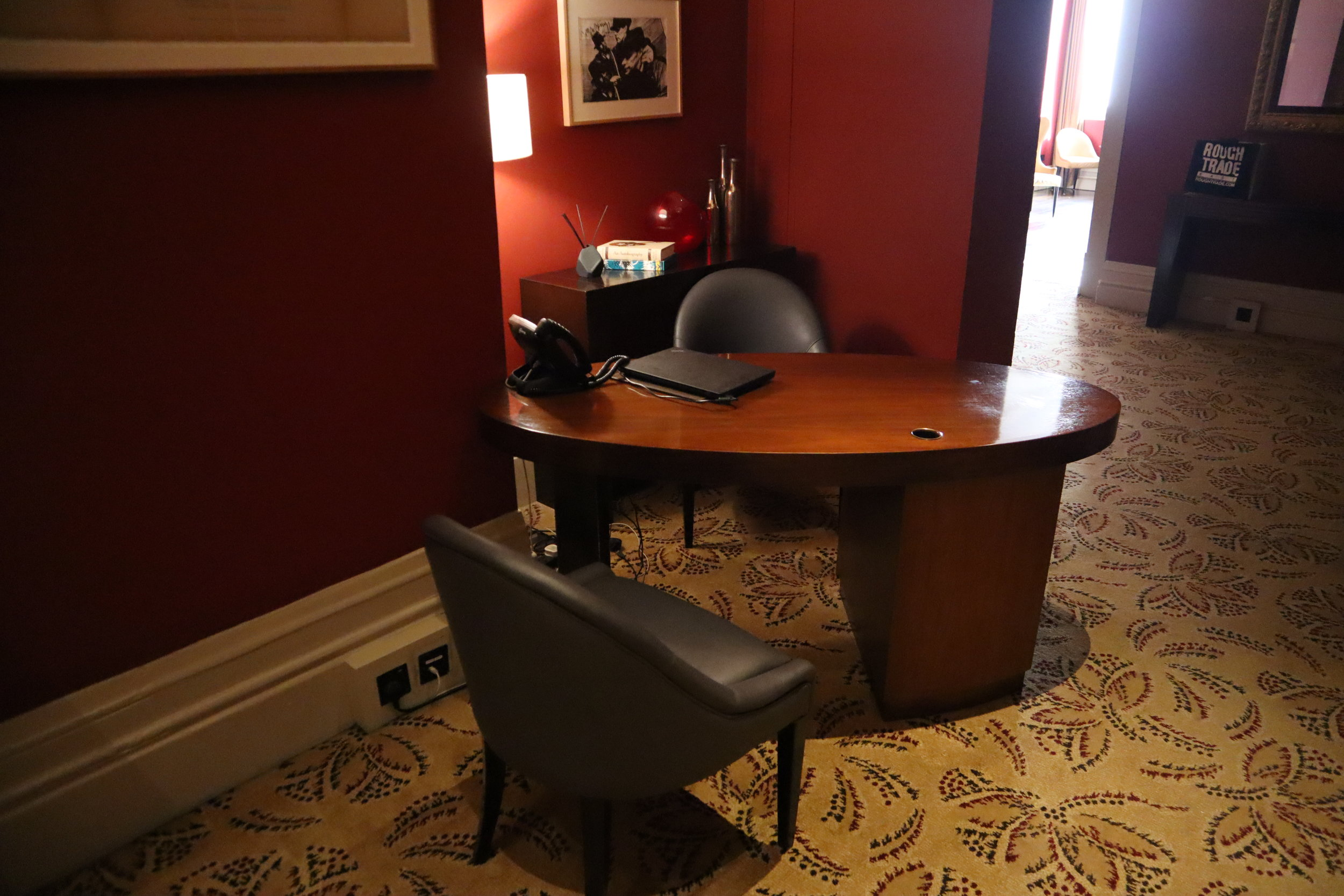 St. Pancras Renaissance Hotel London – Chambers Club concierge desk