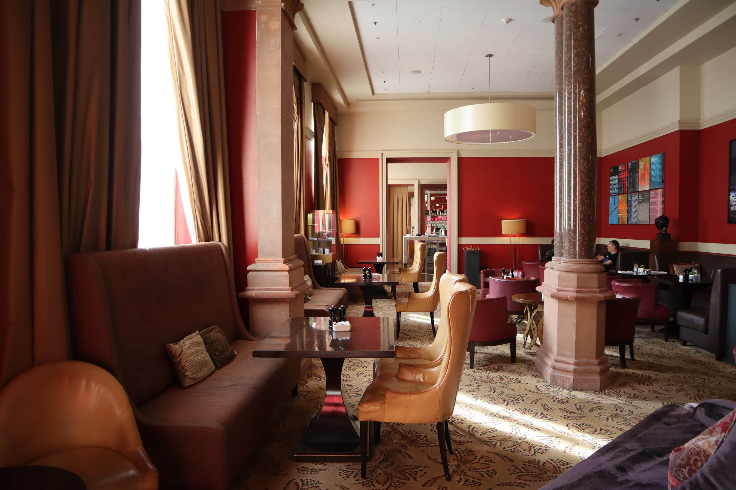 St. Pancras Renaissance Hotel London – Chambers Club seating area