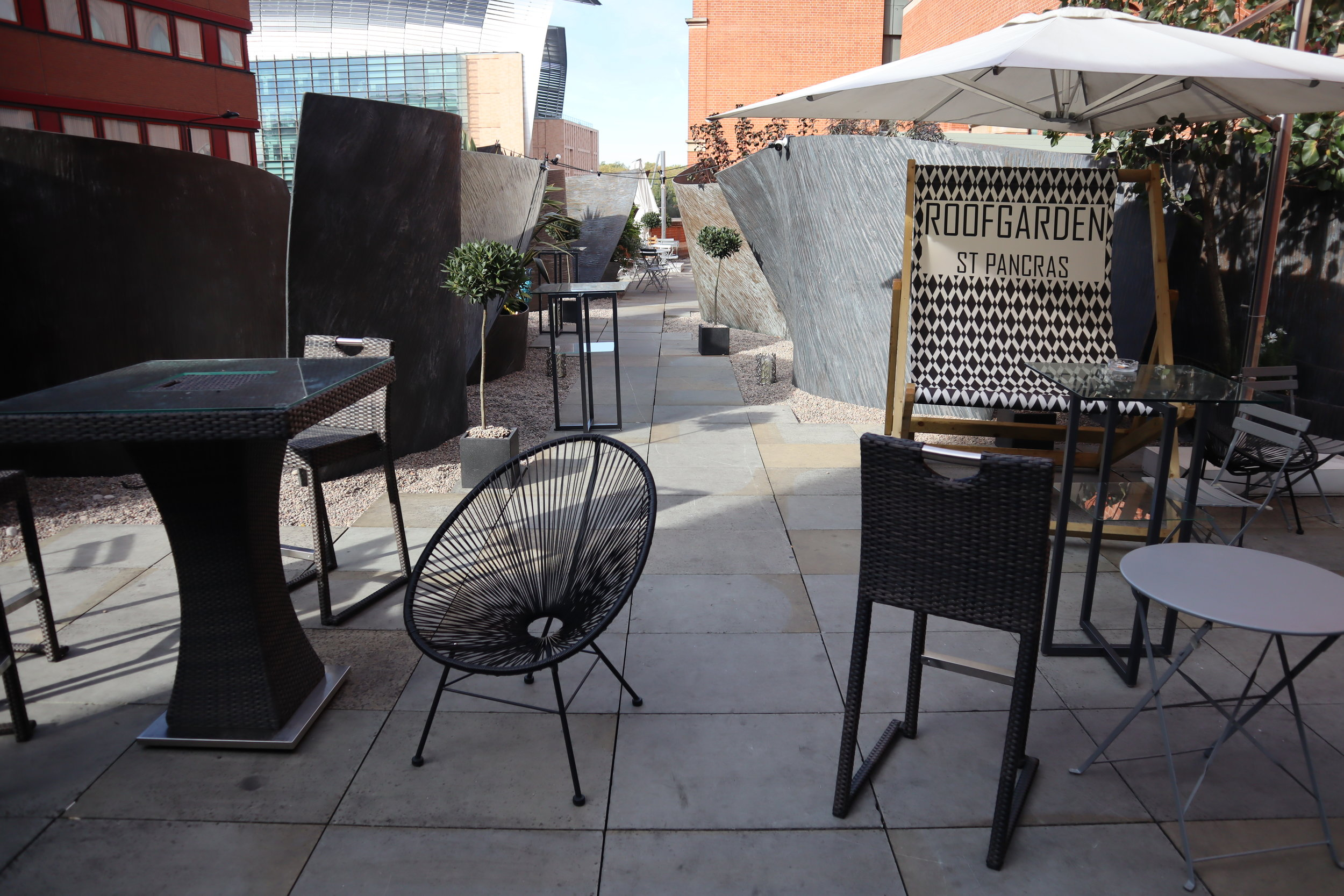 St. Pancras Renaissance Hotel London – Outdoor patio