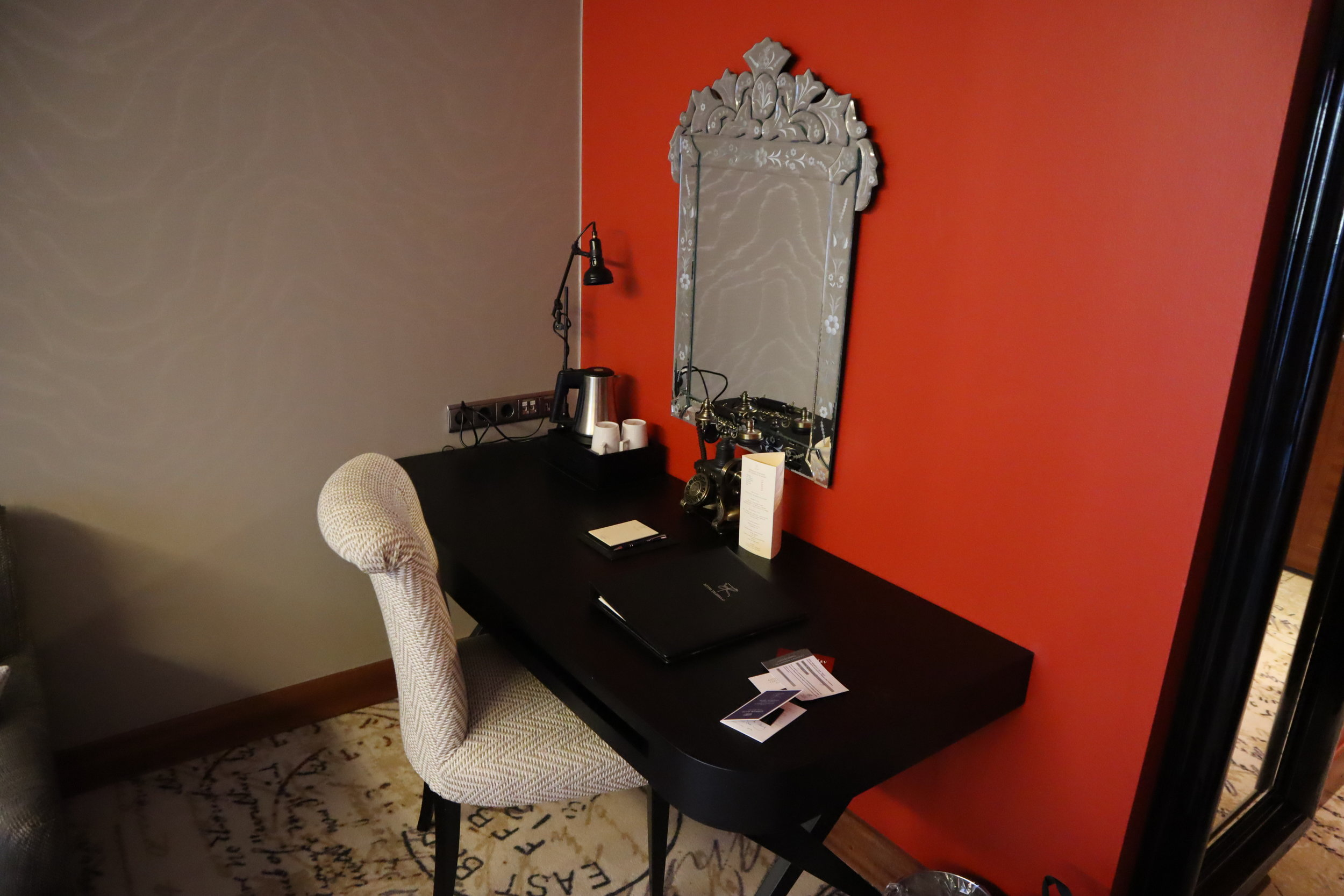 Hotel Telegraaf Tallinn – Junior suite desk
