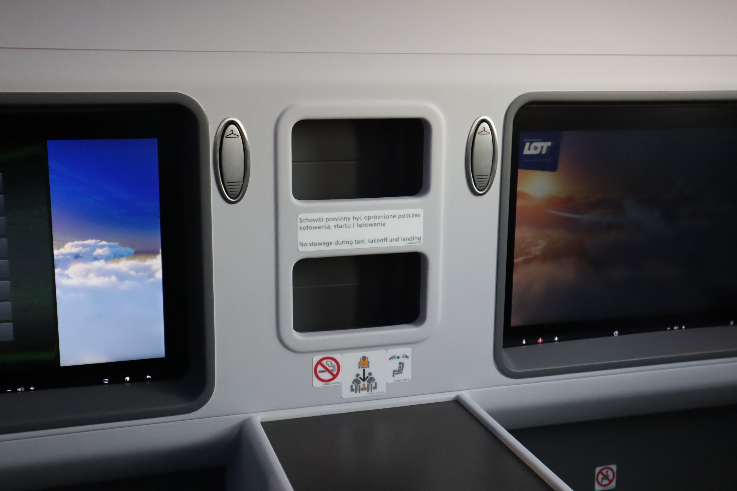 LOT Polish Airlines business class – Storage compartments