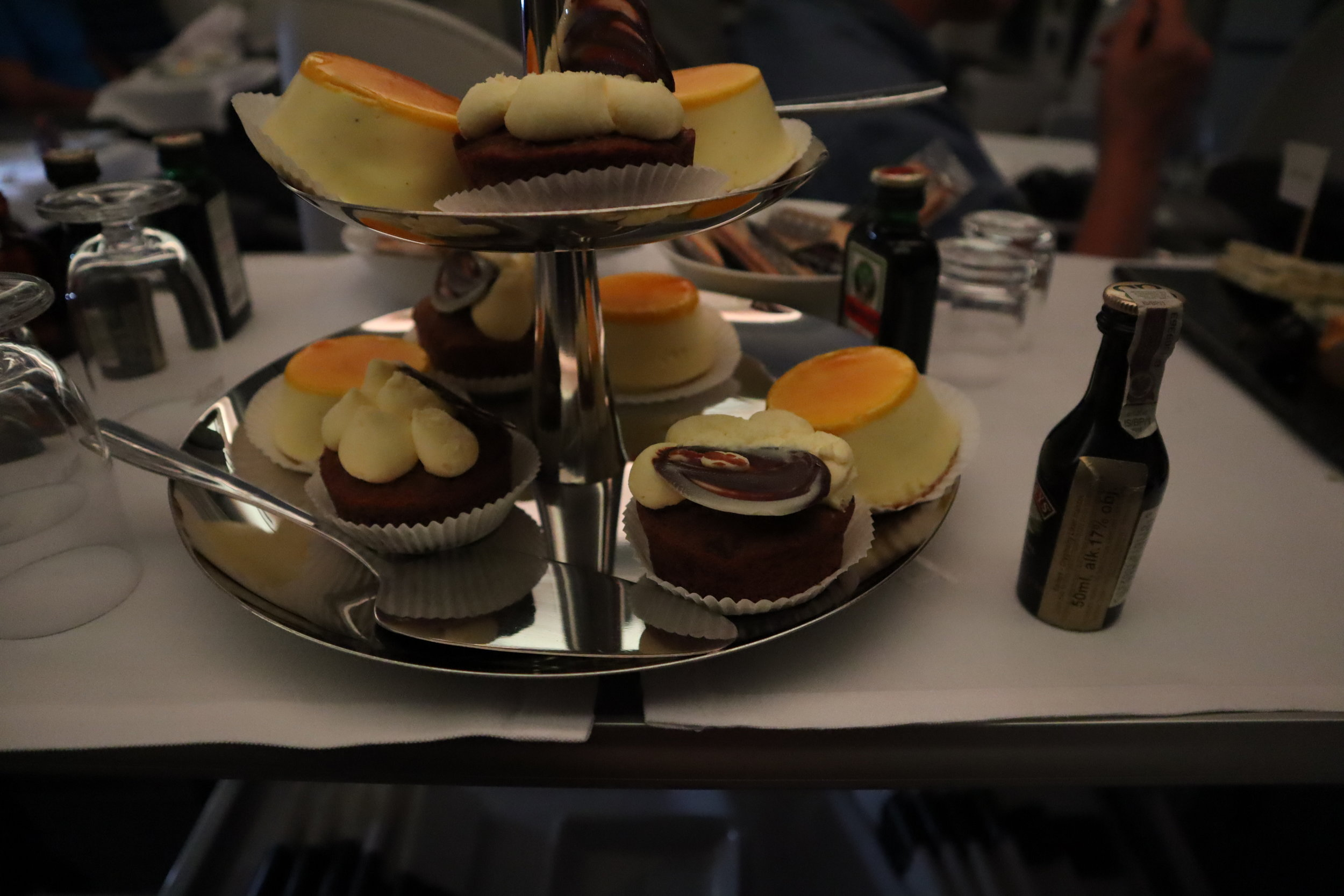 LOT Polish Airlines business class – Dessert cart