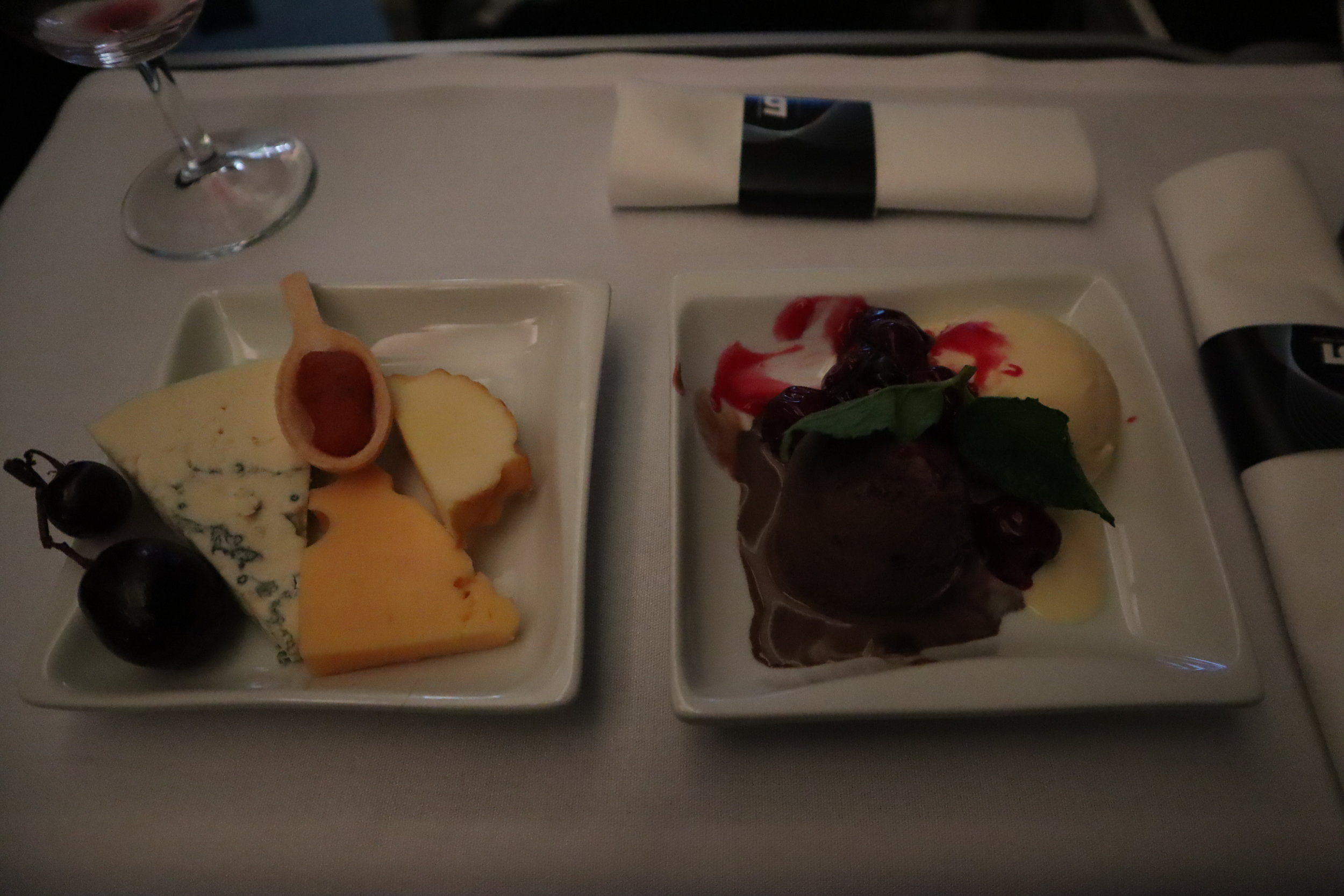 LOT Polish Airlines business class – Cheese and dessert