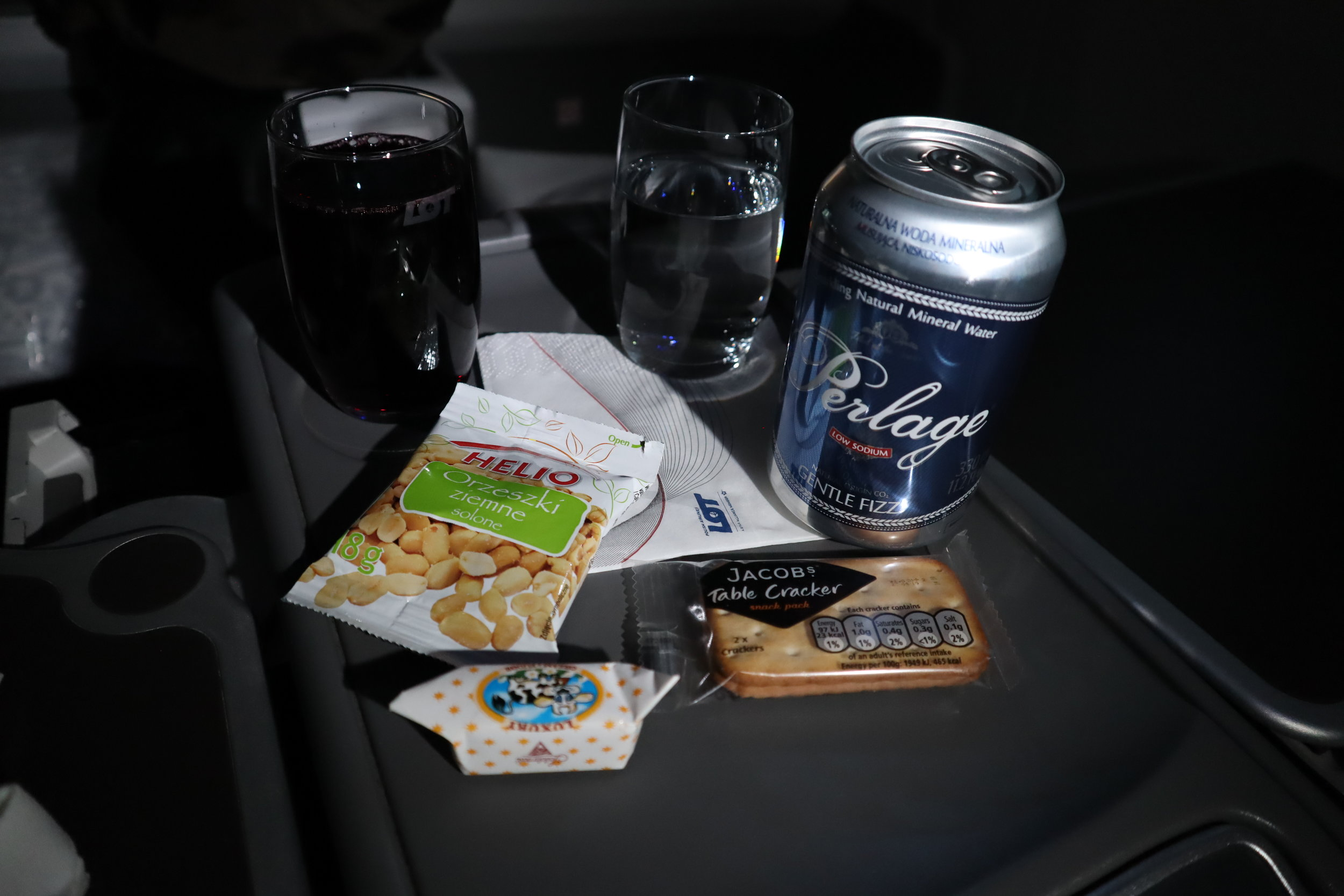 LOT Polish Airlines business class – Wine and snacks