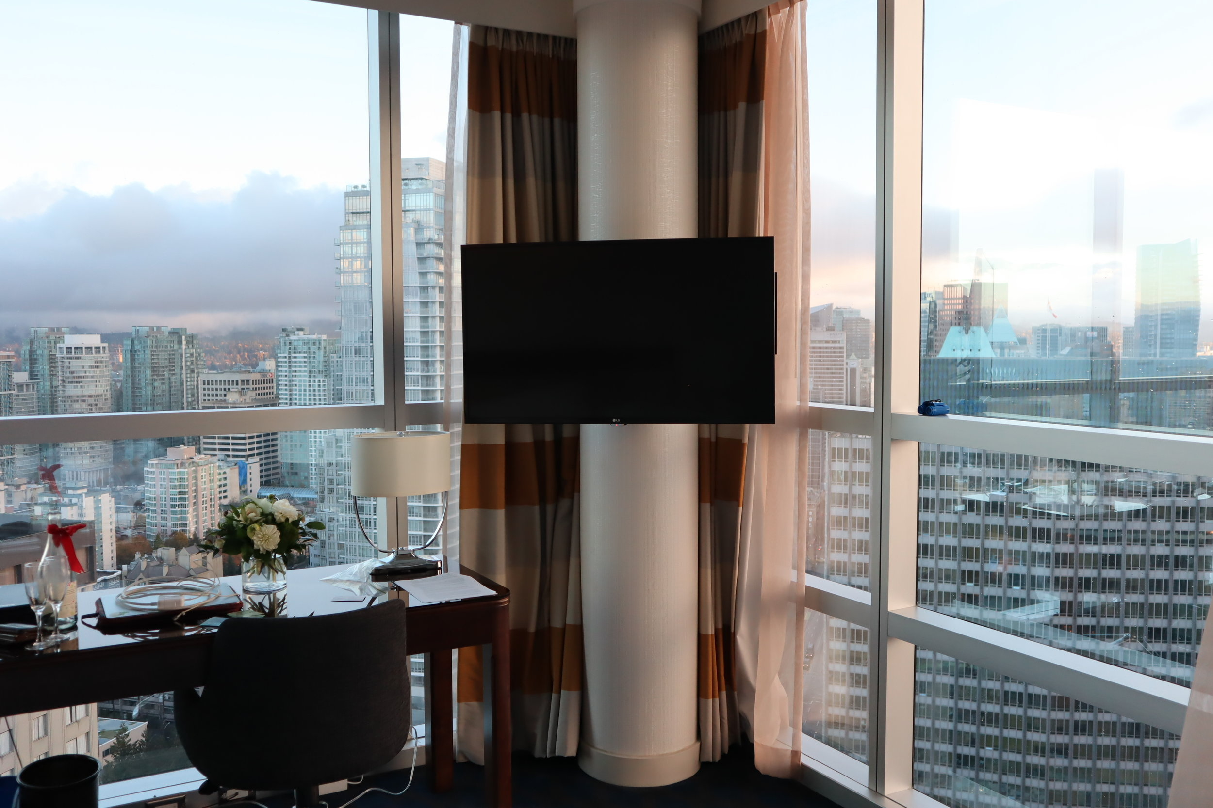 Sheraton Vancouver Wall Centre – Corner suite daytime views