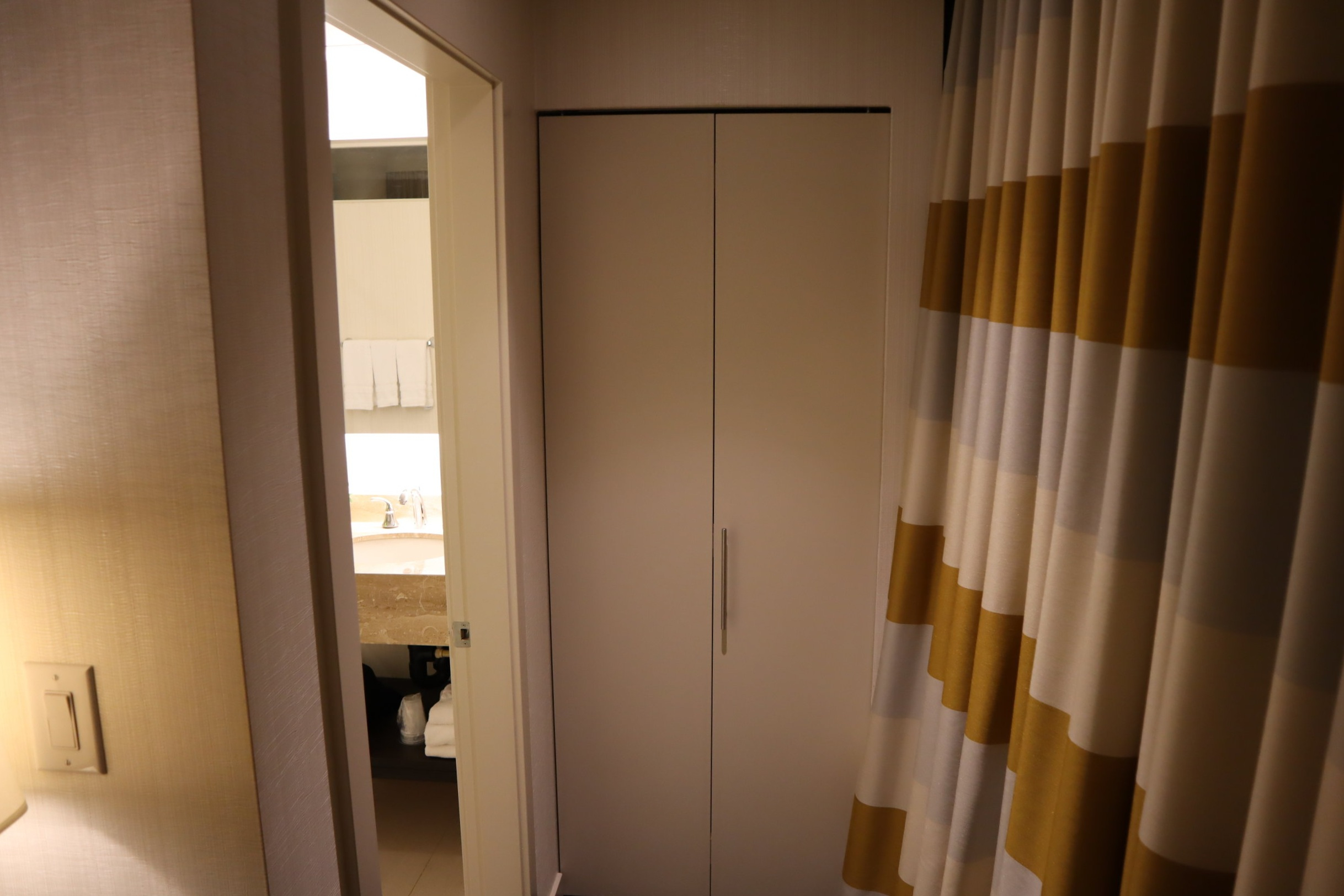 Sheraton Vancouver Wall Centre – Corner suite bathroom