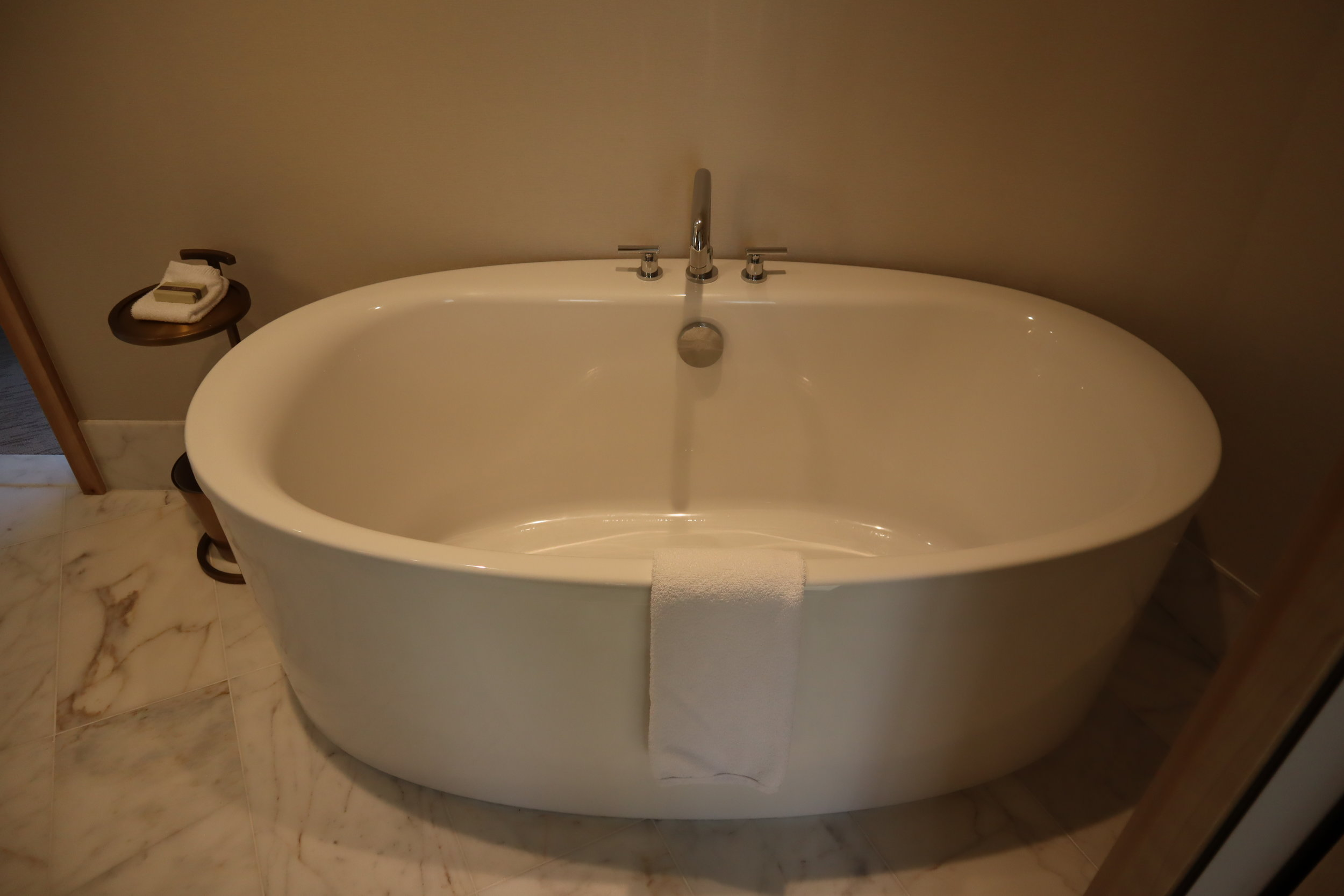 JW Marriott Parq Vancouver – Bathtub