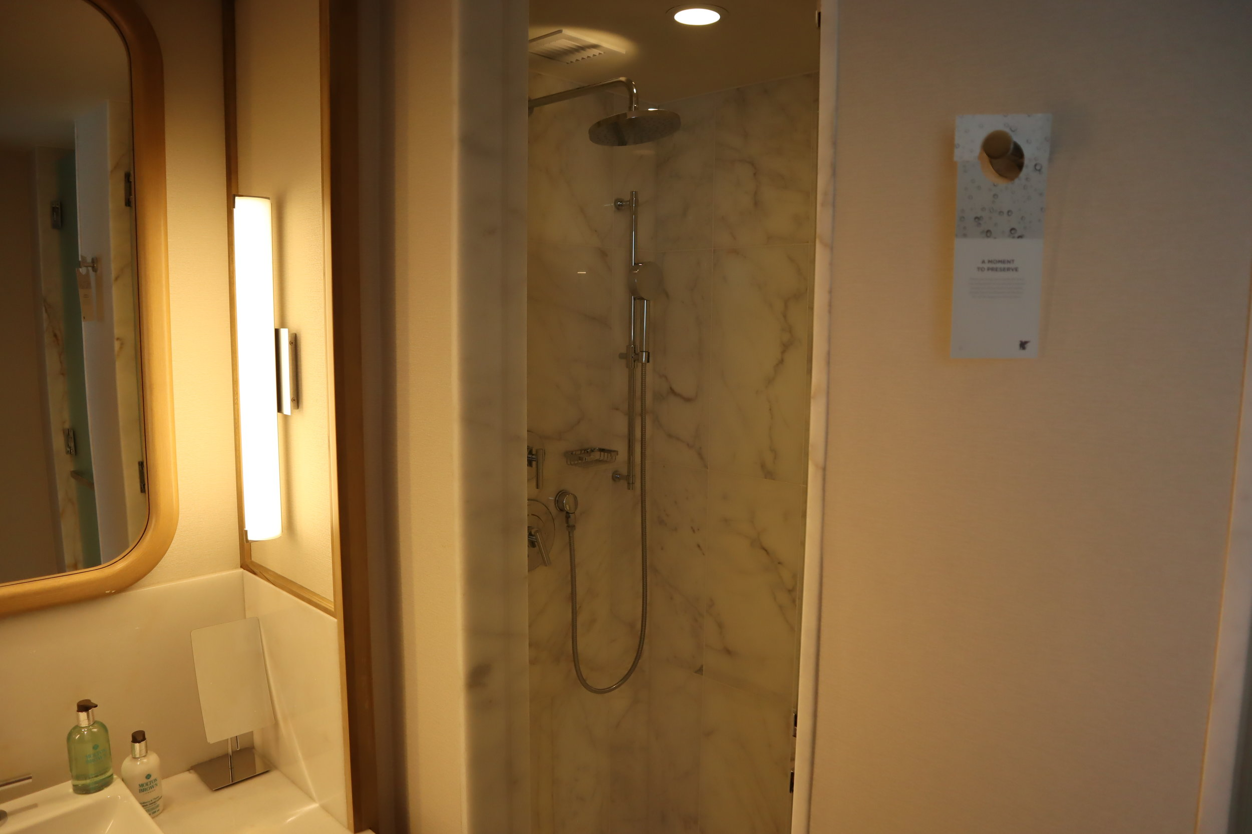 JW Marriott Parq Vancouver – Shower