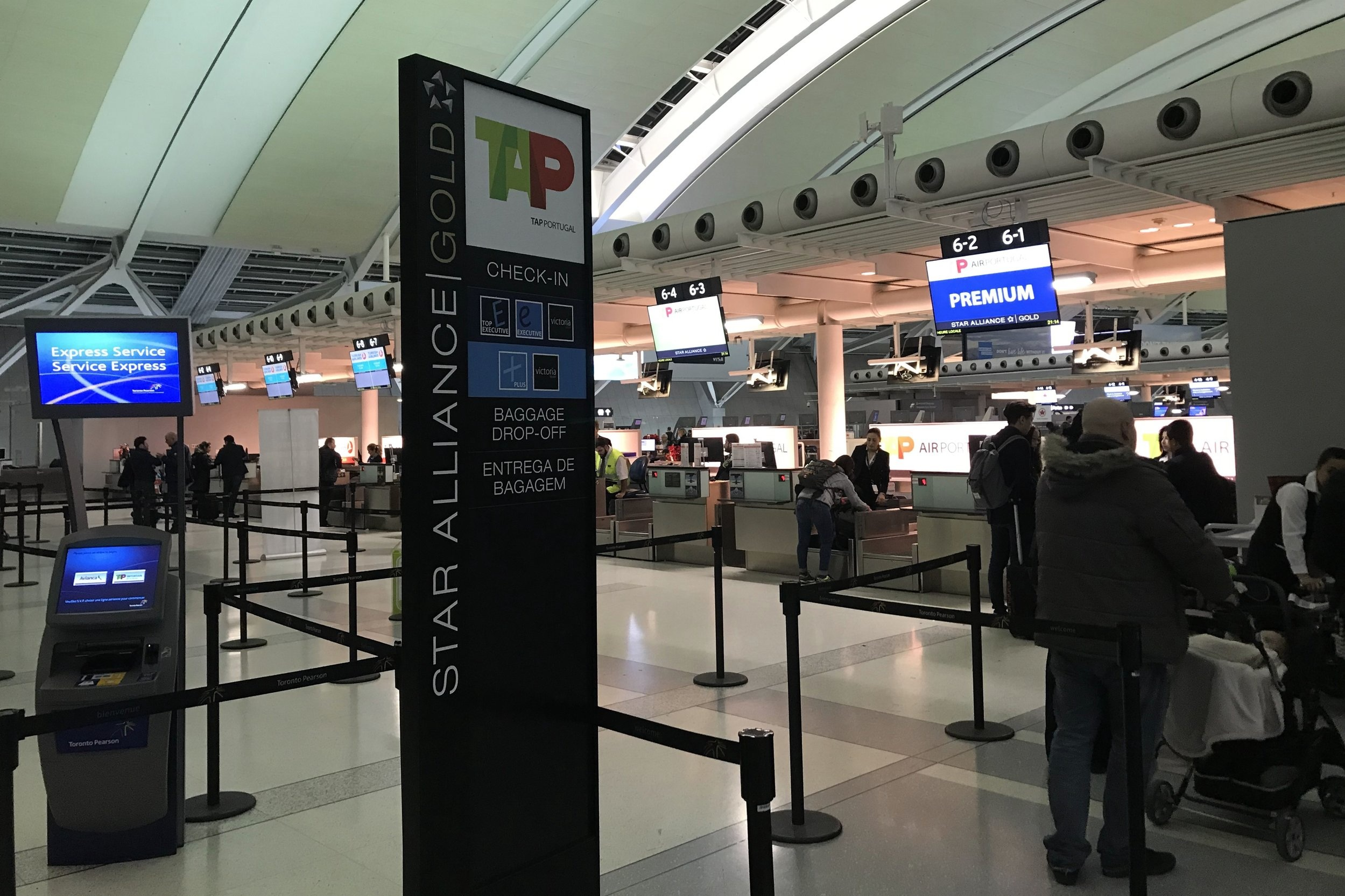 TAP Air Portugal check-in, Toronto Pearson