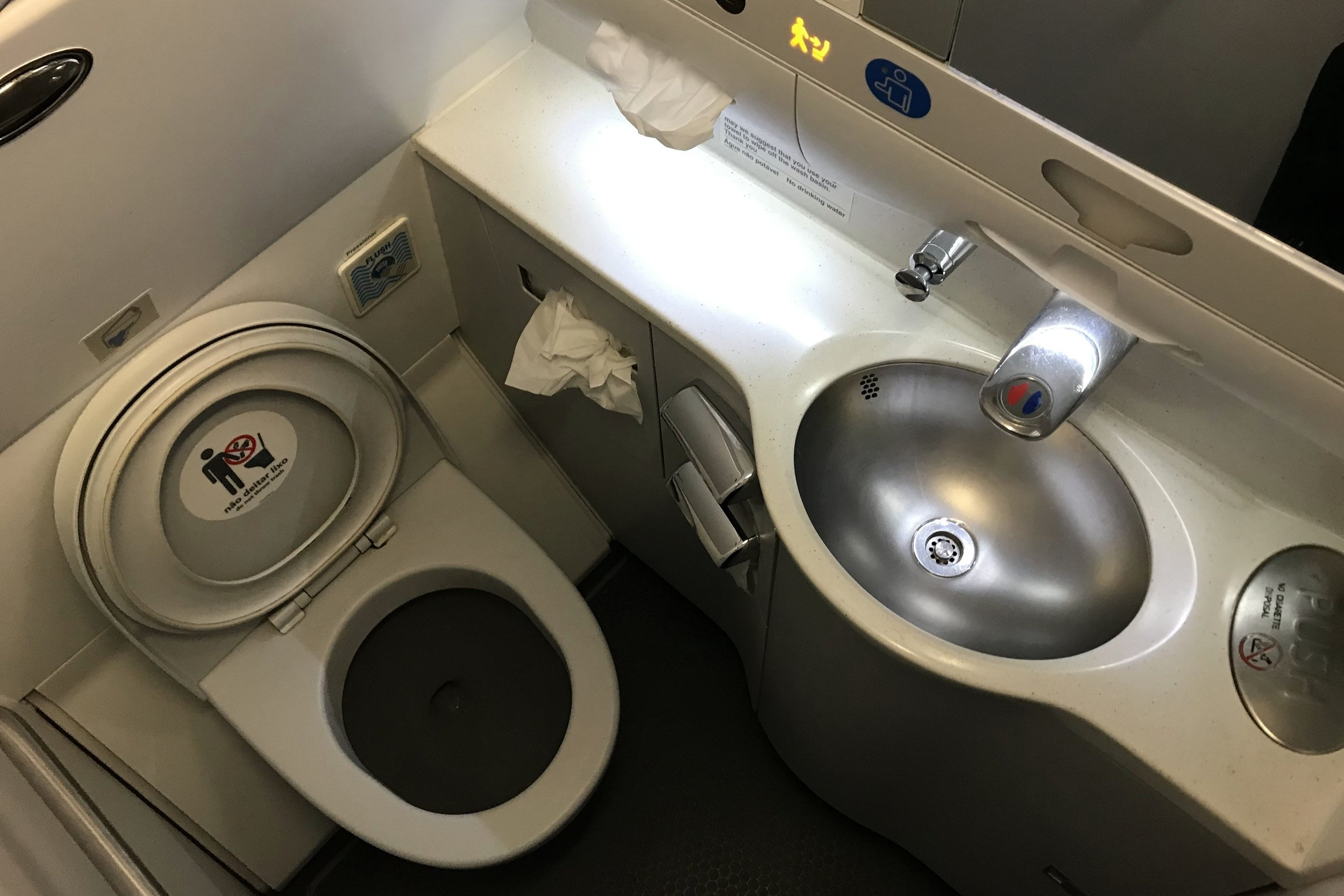 TAP Air Portugal business class – Restroom