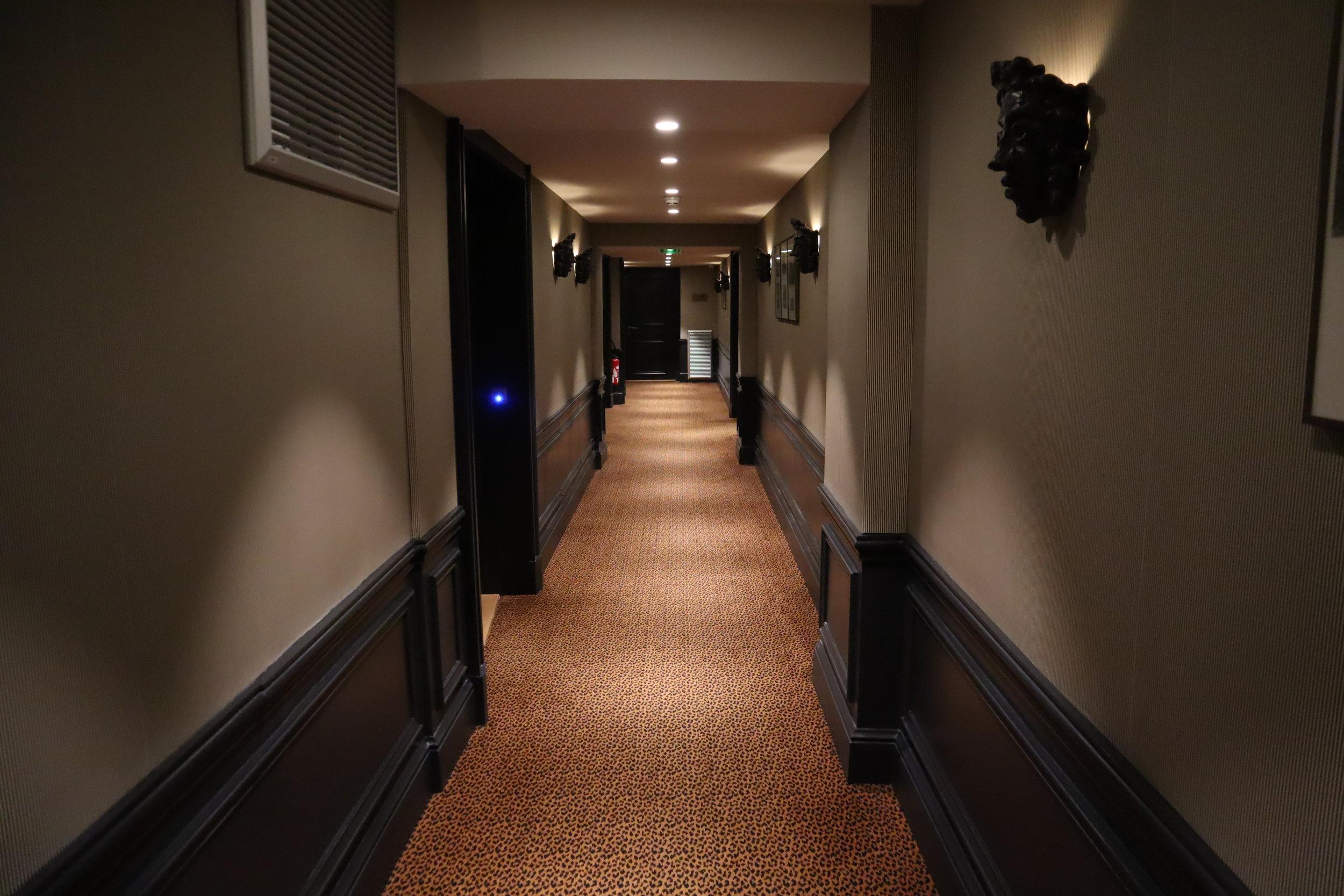 Hôtel de Berri Paris – Ground-floor hallway