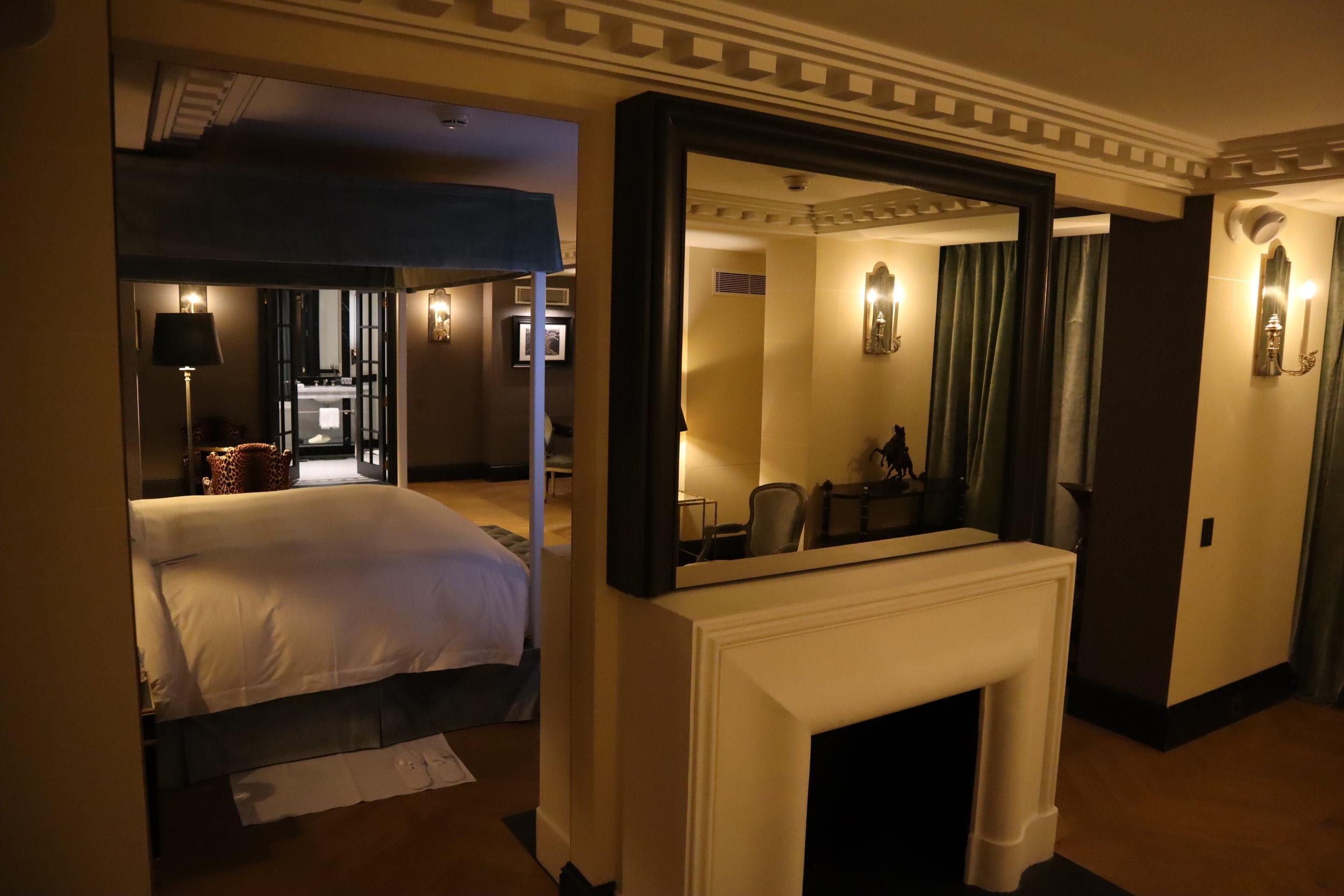 Hôtel de Berri Paris – Berri Suite mirror