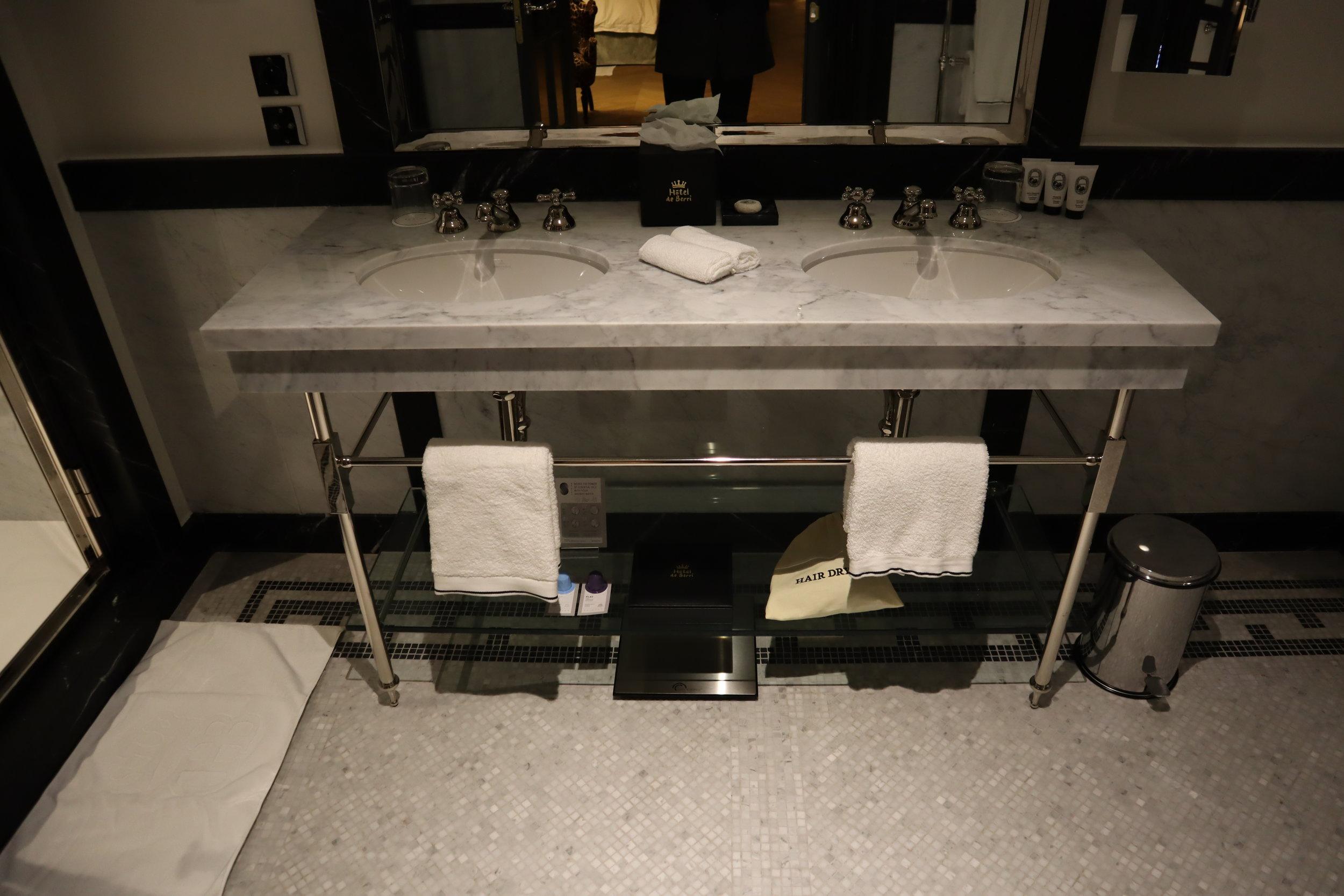 Hôtel de Berri Paris – Berri Suite sink and mirror
