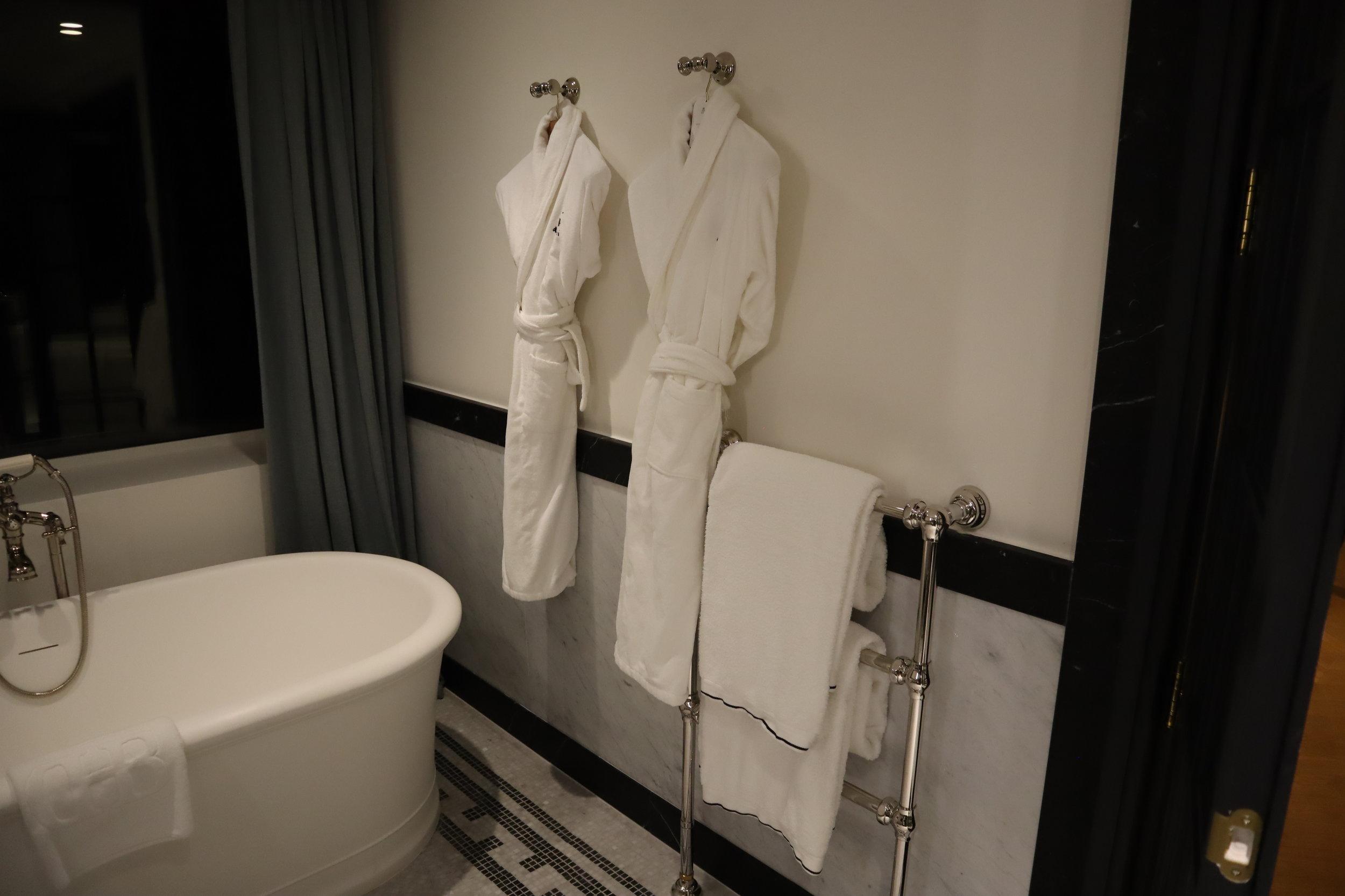 Hôtel de Berri Paris – Berri Suite bathroom